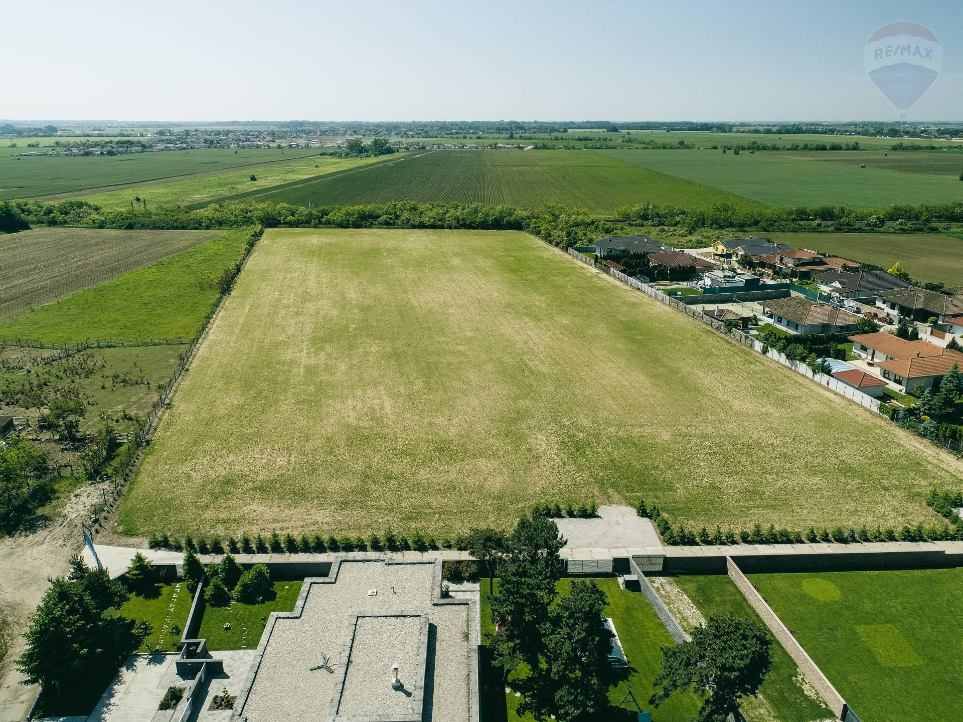 Predaj – 2,5 ha investičný pozemok, Bratislavská ul., Senec
