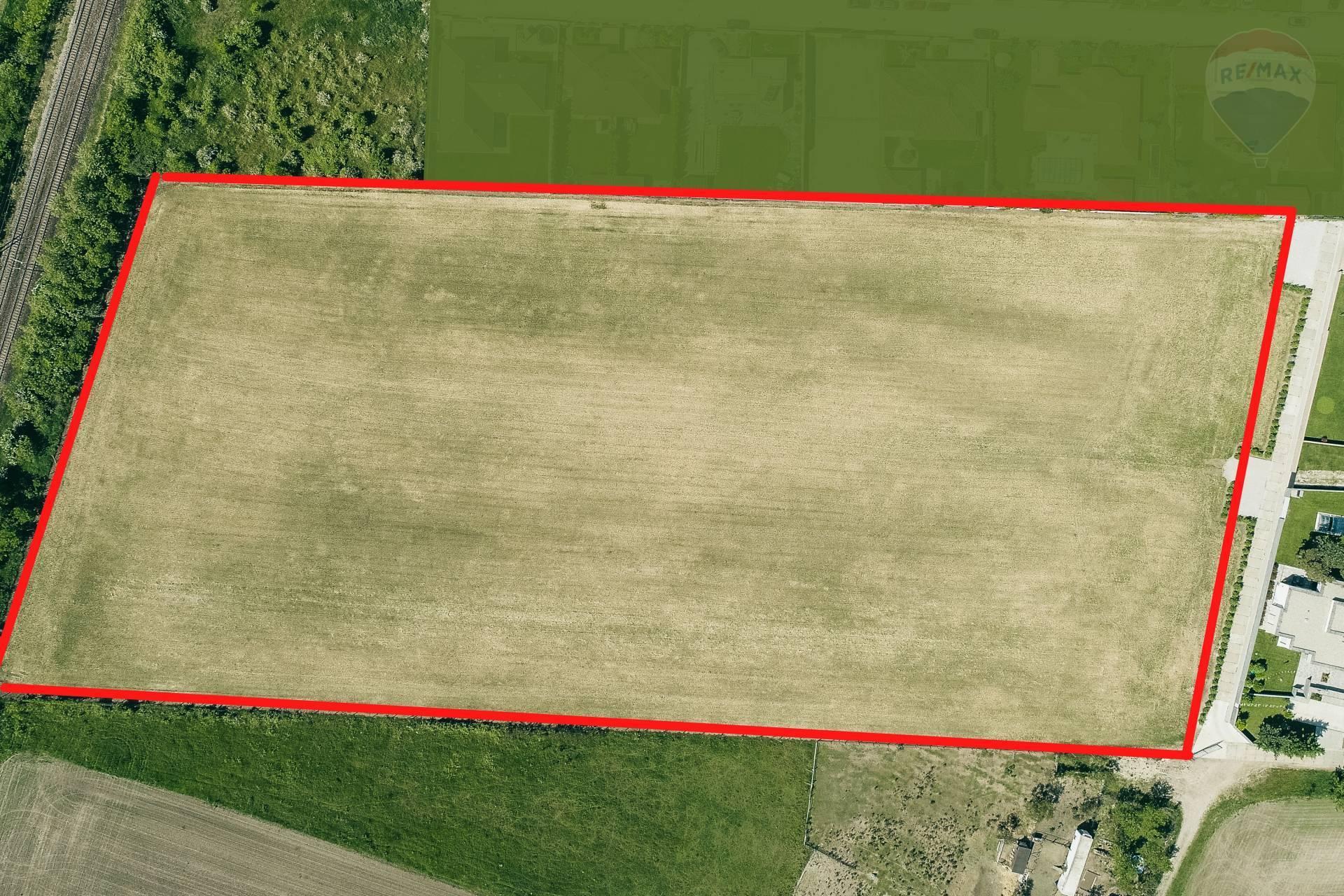 Predaj pozemku 26862 m2, Senec -