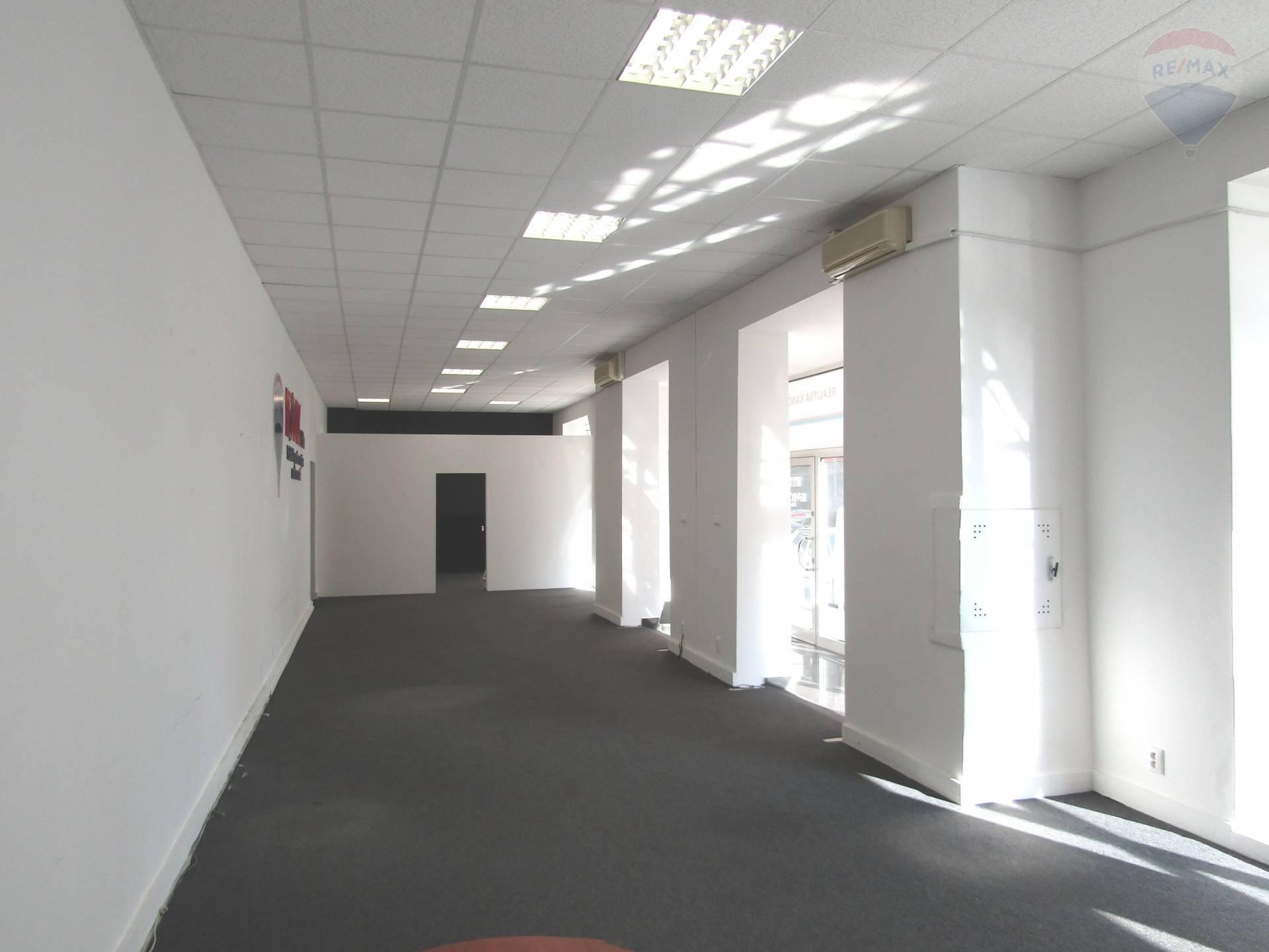 Predaj komerčného priestoru 215 m2, Bratislava - Nové Mesto -