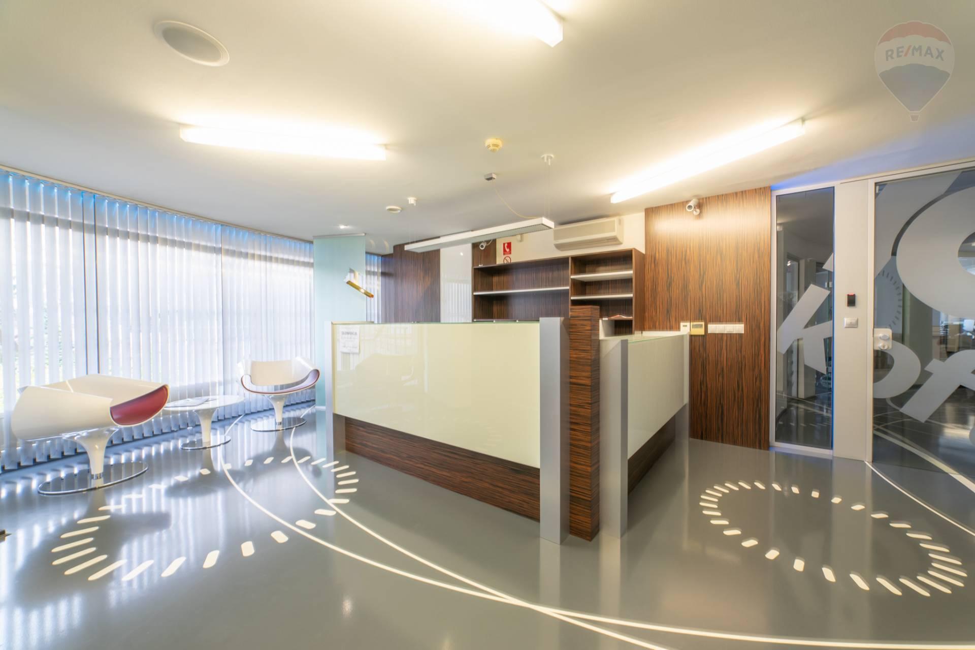 PRENÁJOM >>  Reprezentatívne kancelárske priestory so službami recepcie a parkingom