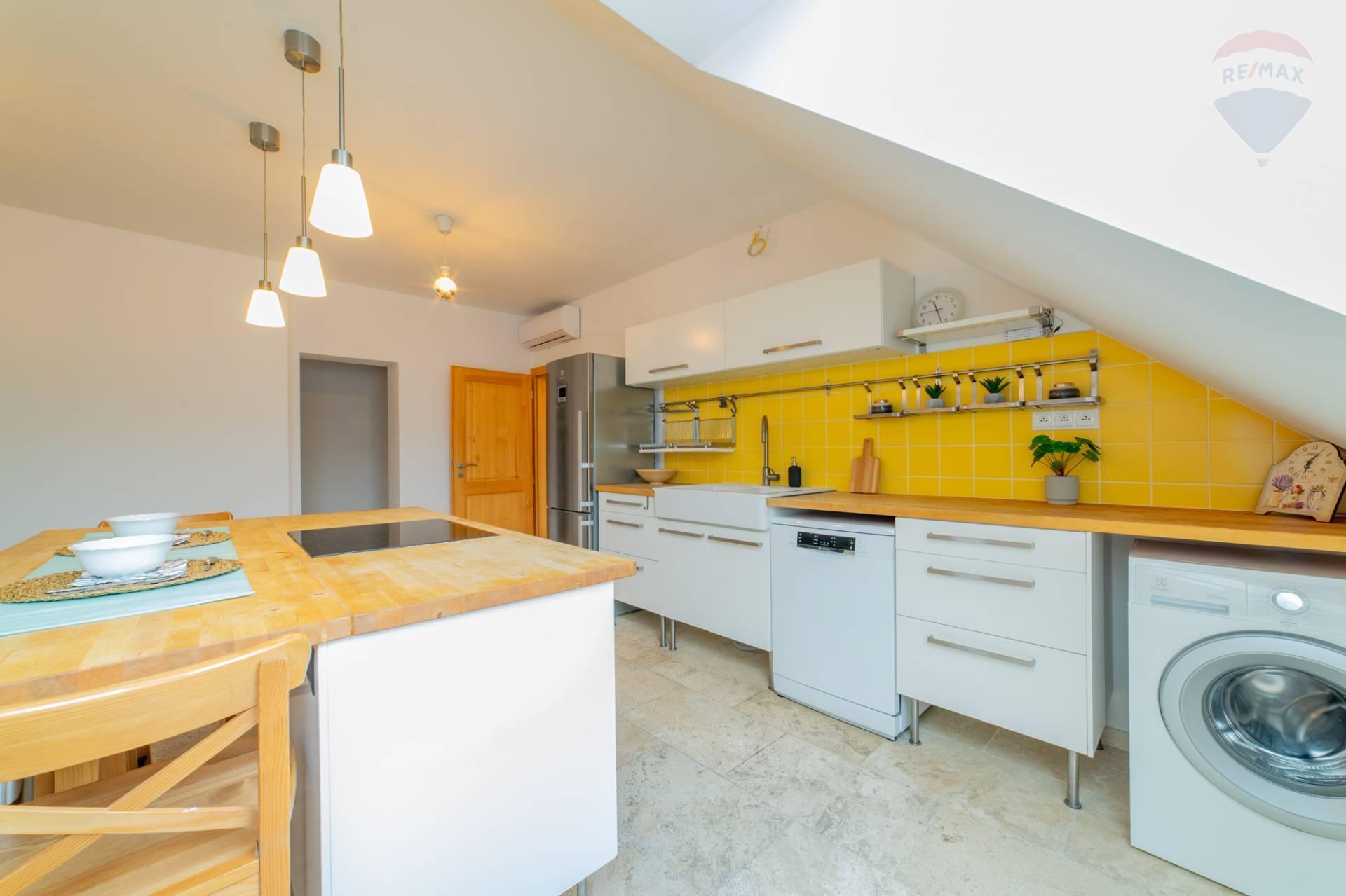 Predaj bytu (5 izbový a väčší) 195 m2, Bratislava - Staré Mesto -