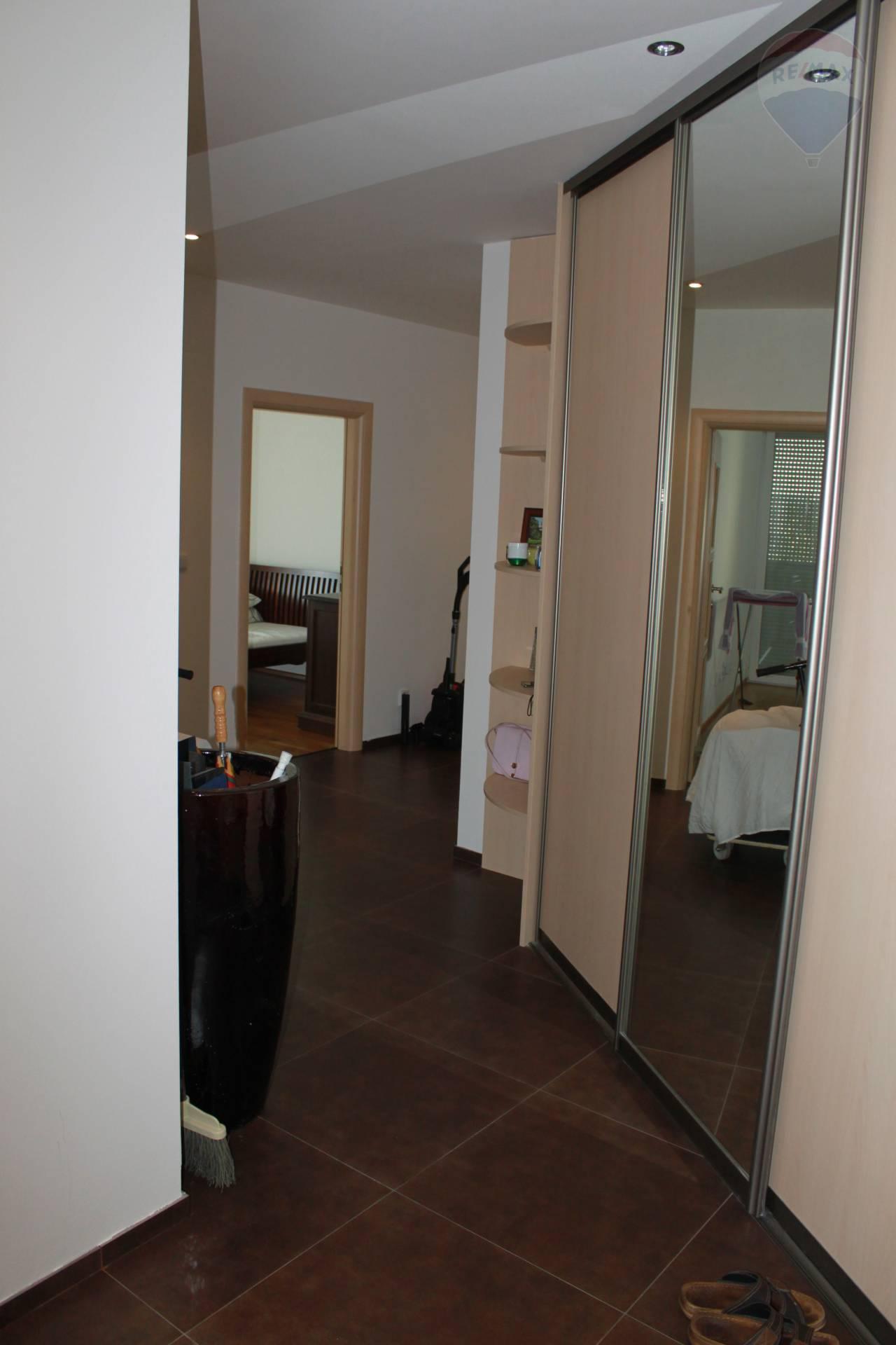 Predaj bytu (4 izbový) 108 m2, Bratislava - Nové Mesto -