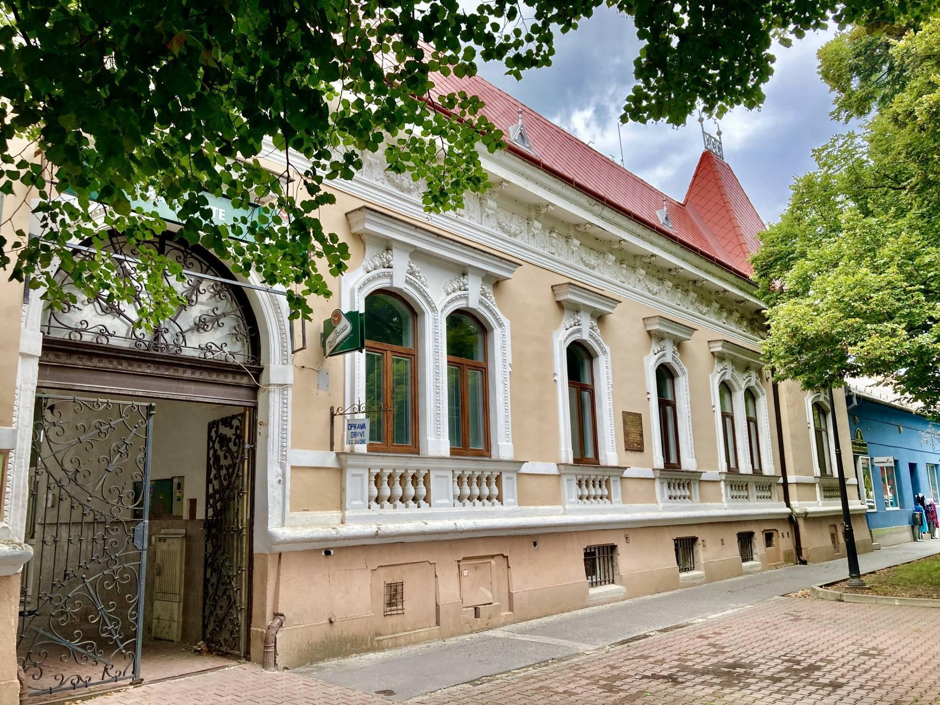 PREDAJ – etablovaný polyfunkčný objekt s bohatou históriou v centre mesta, Vráble