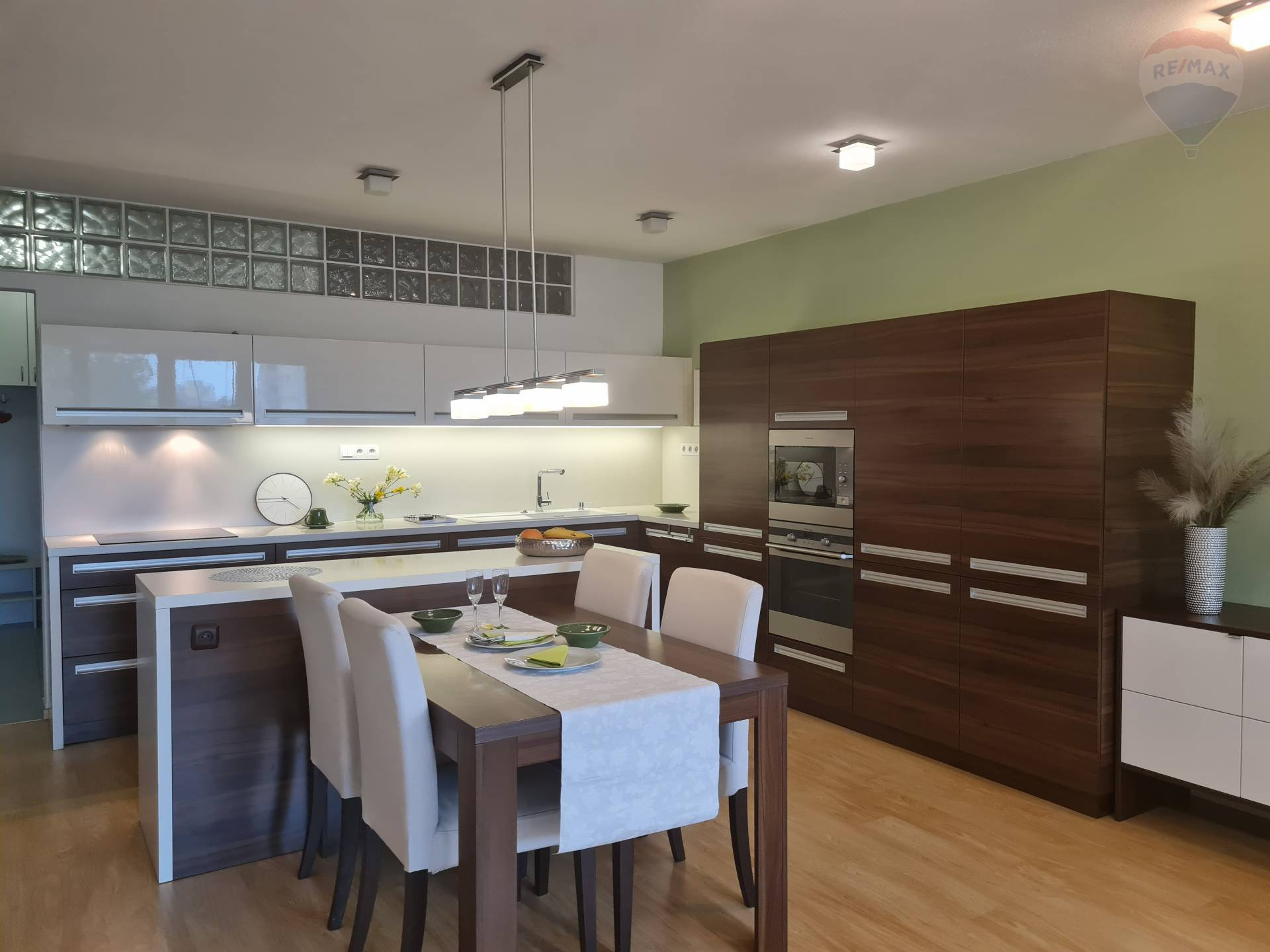 Predaj bytu (4 izbový) 147 m2, Bratislava - Dúbravka -