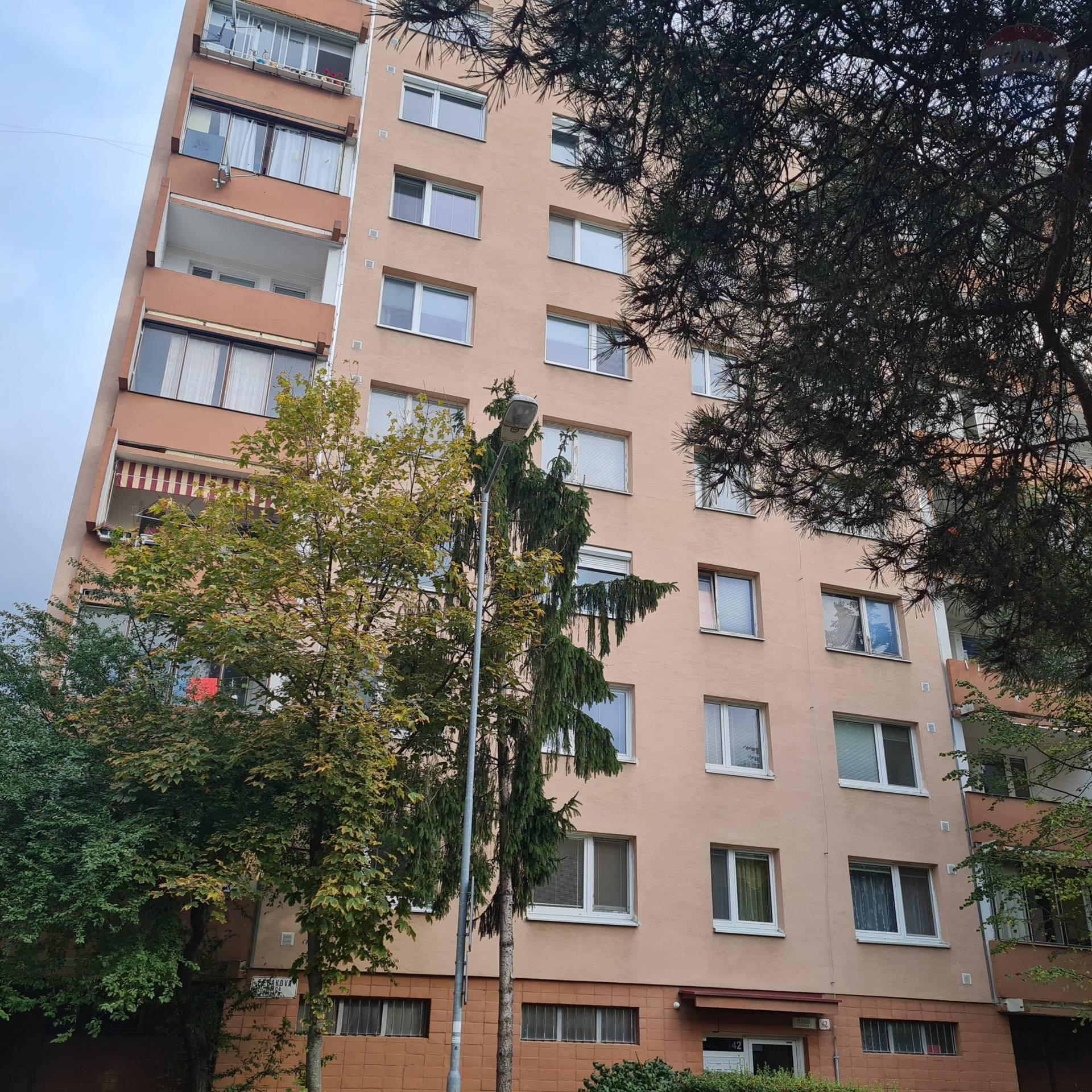 PREDAJ 2-izb. byt s lodžiou Dúbravka pôvodný stav