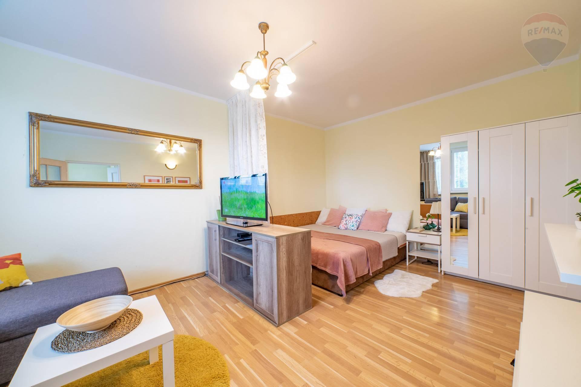 PREDAJ >> 1 izbový byt - RUŽINOV – Nezábudková 24