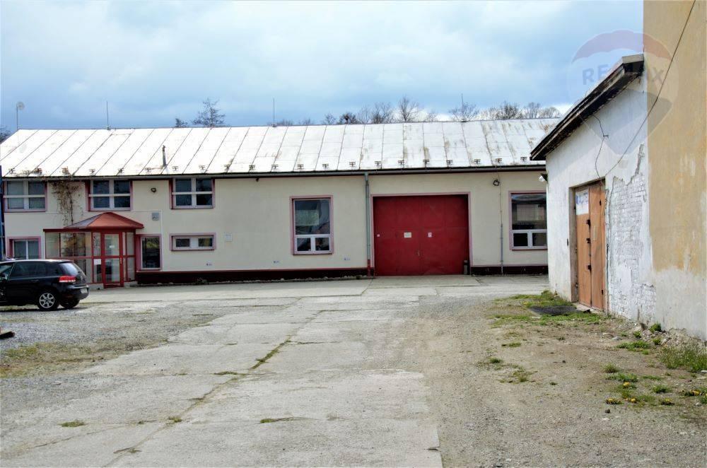 Predaj, murovaná  hala, sklad, administratíva, pozemok 2450 m2,  Príbovce, Martin