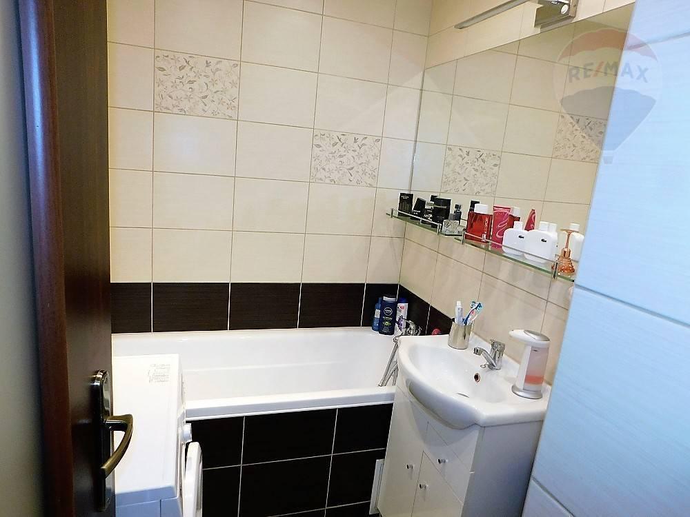 Predaj, zrekonštruovaný, zariadený, 1 izbový byt, Martin - Košúty I