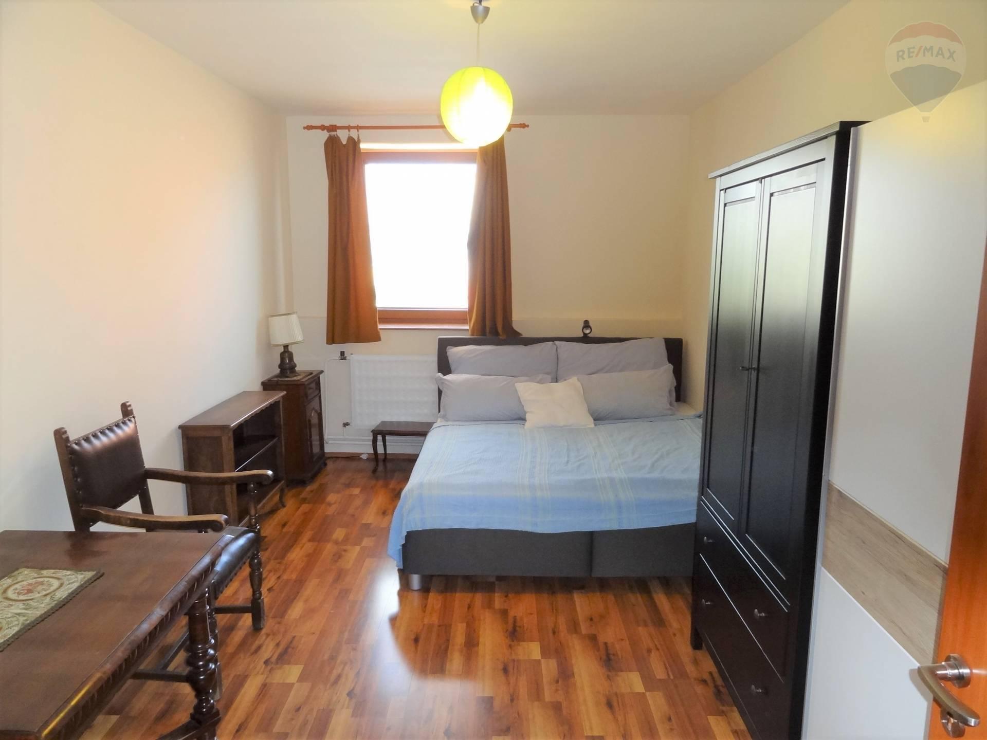 Prenájom bytu (3 izbový) 94 m2, Nitra -
