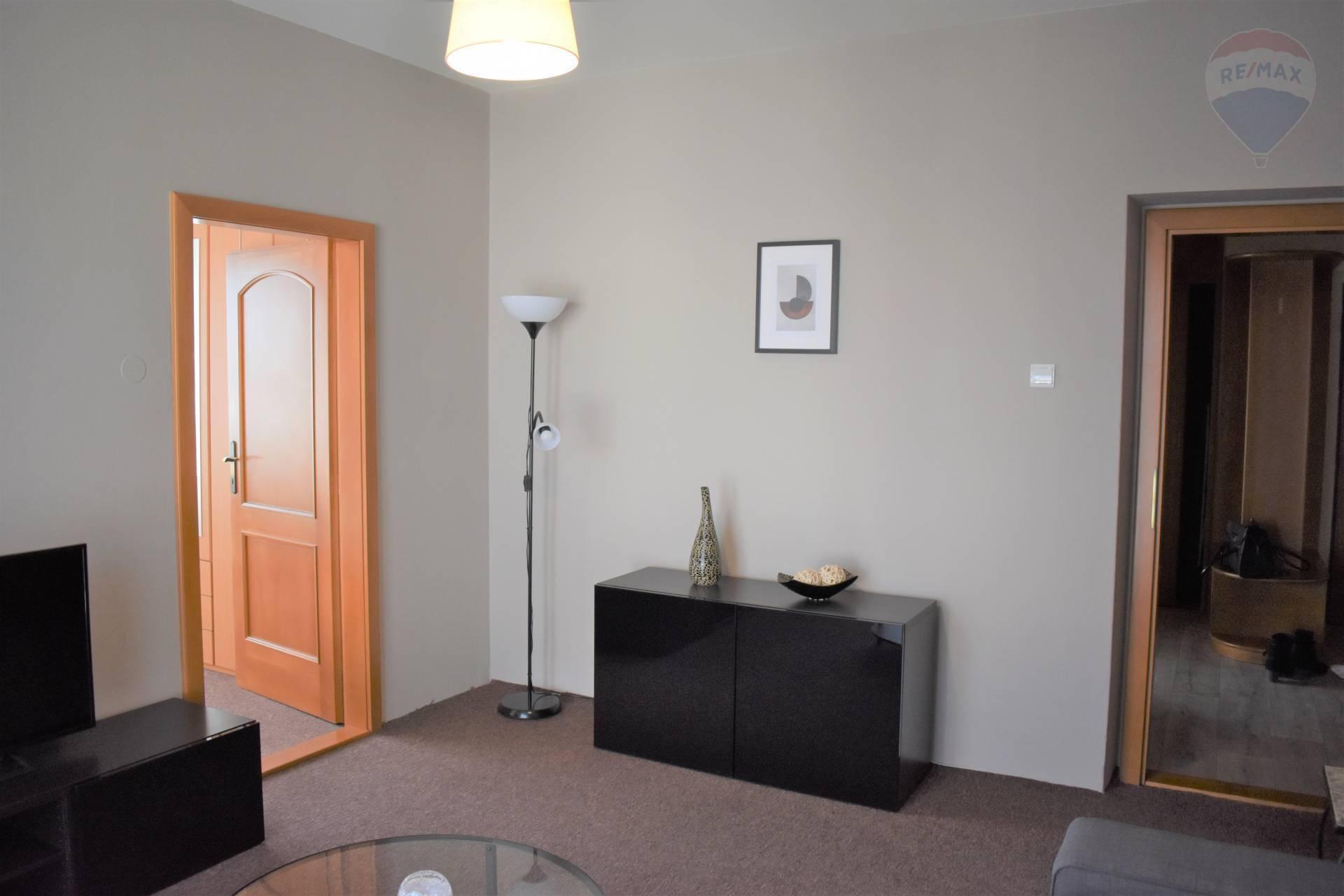 Prenájom bytu (3 izbový) 82 m2, Nitra - Izba s balkónom