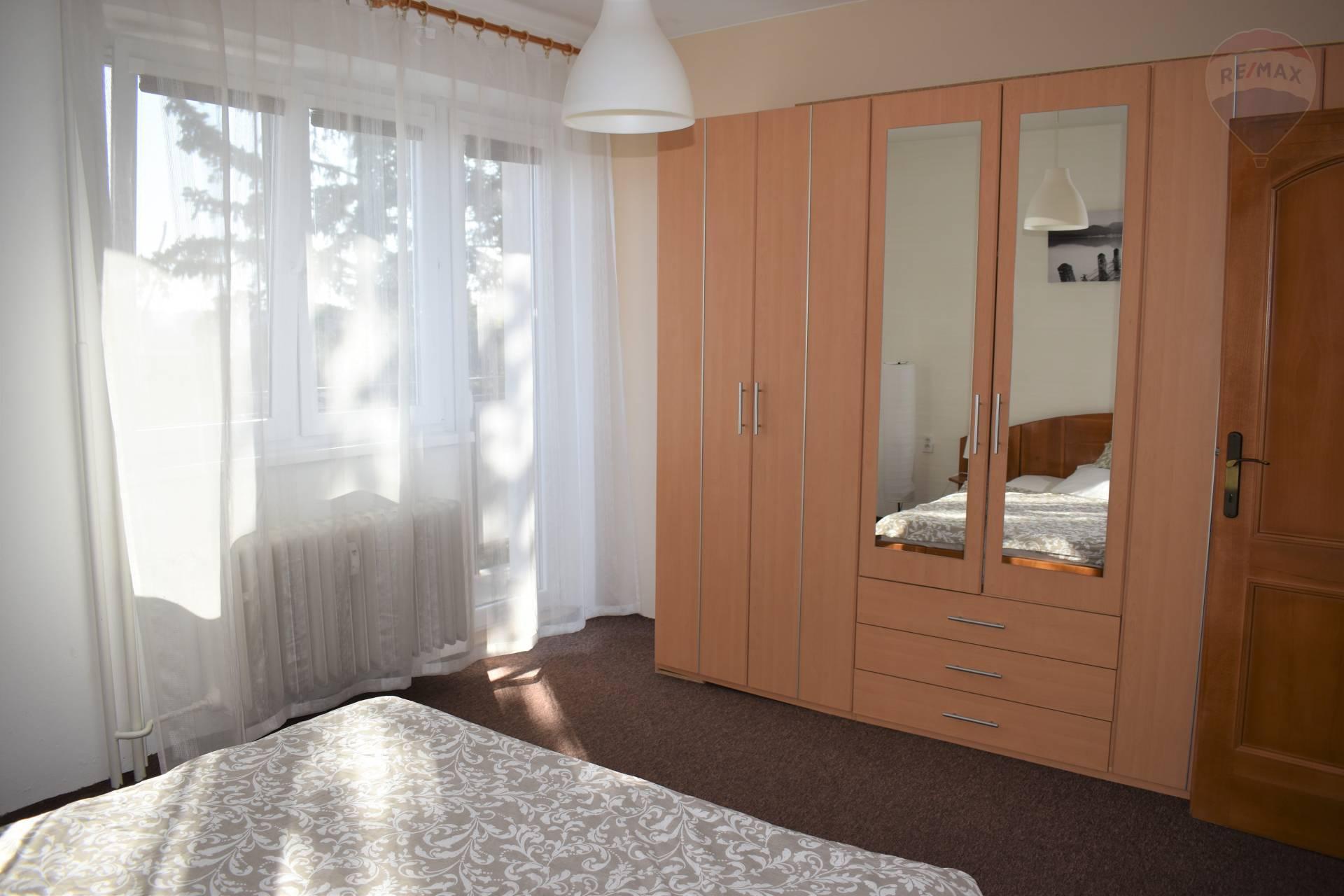 Prenájom bytu (3 izbový) 82 m2, Nitra - Spálňa s balkónom