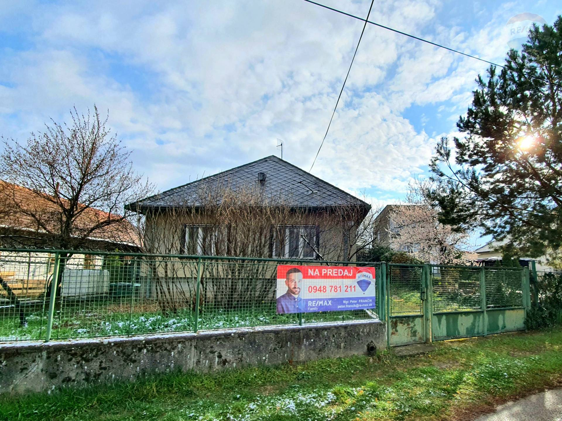 3-izb. rodinný dom na 20á pozemku, Mojmírovce