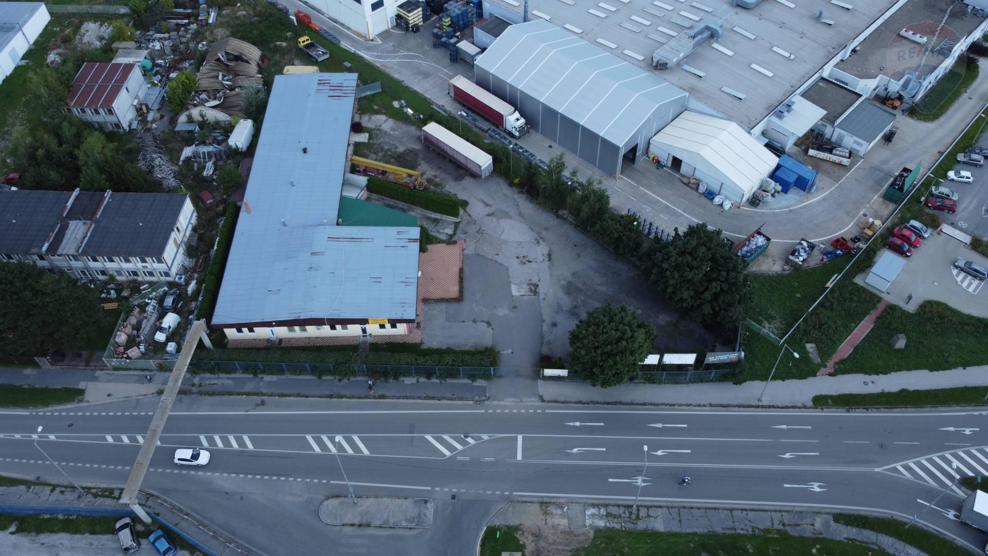 Predaj obchodno - priemyselná budova s pozemkom 3050 m2 Vráble, Nitra