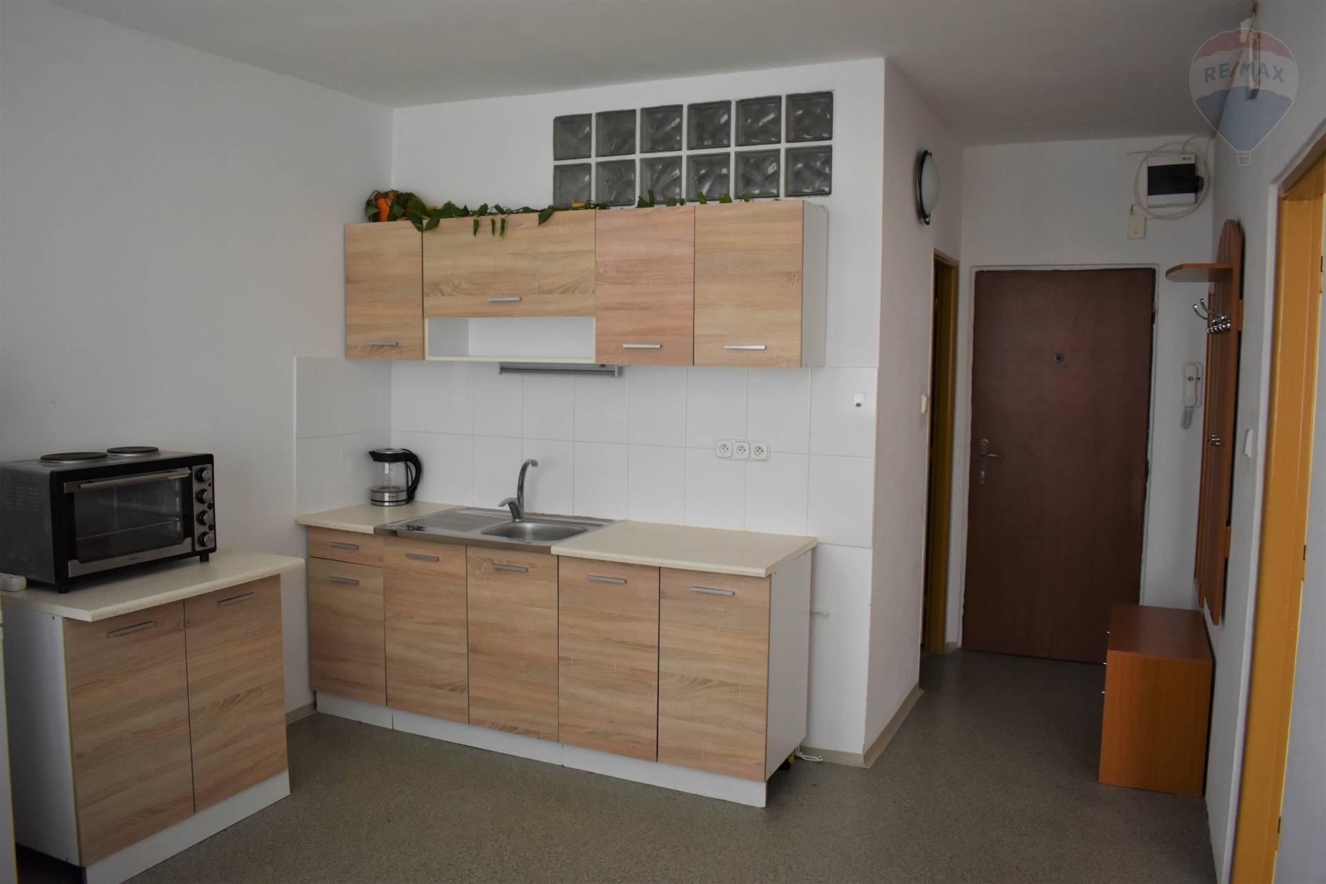 Prenájom bytu (1 izbový) 36 m2, Nitra - Kuchyňa s chodbou