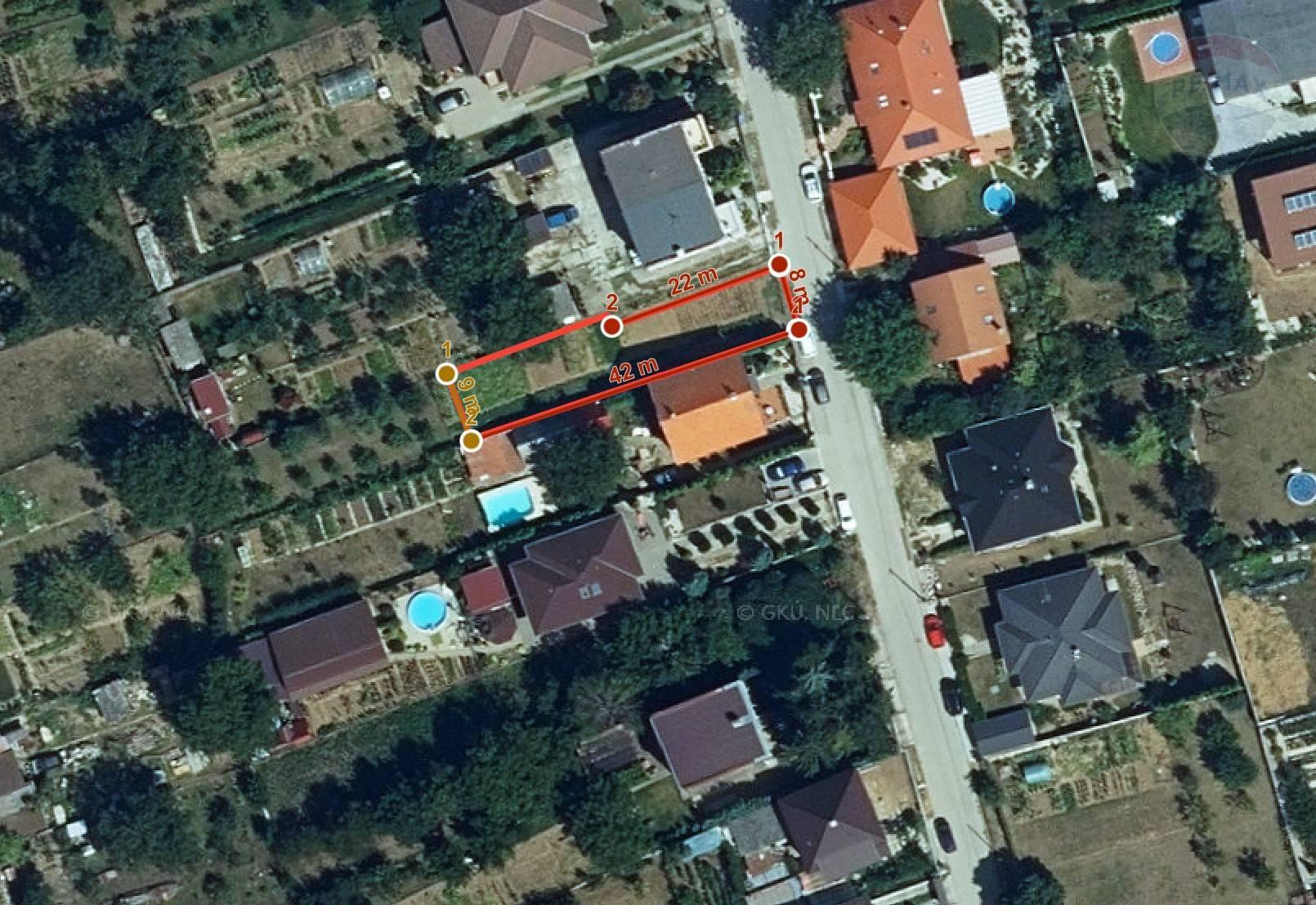 Menší pozemok v obci Malý Lapáš