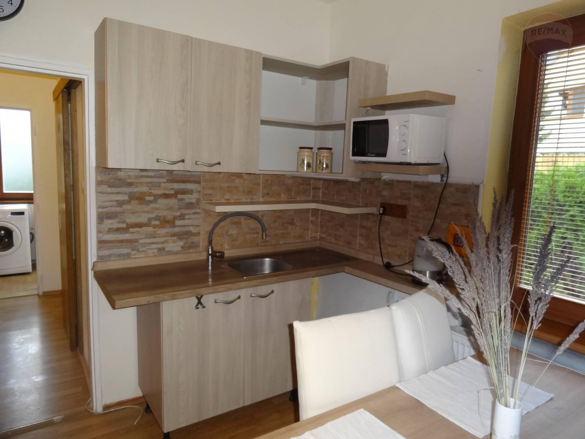 Prenájom bytu (4 izbový) 70 m2, Nitra -