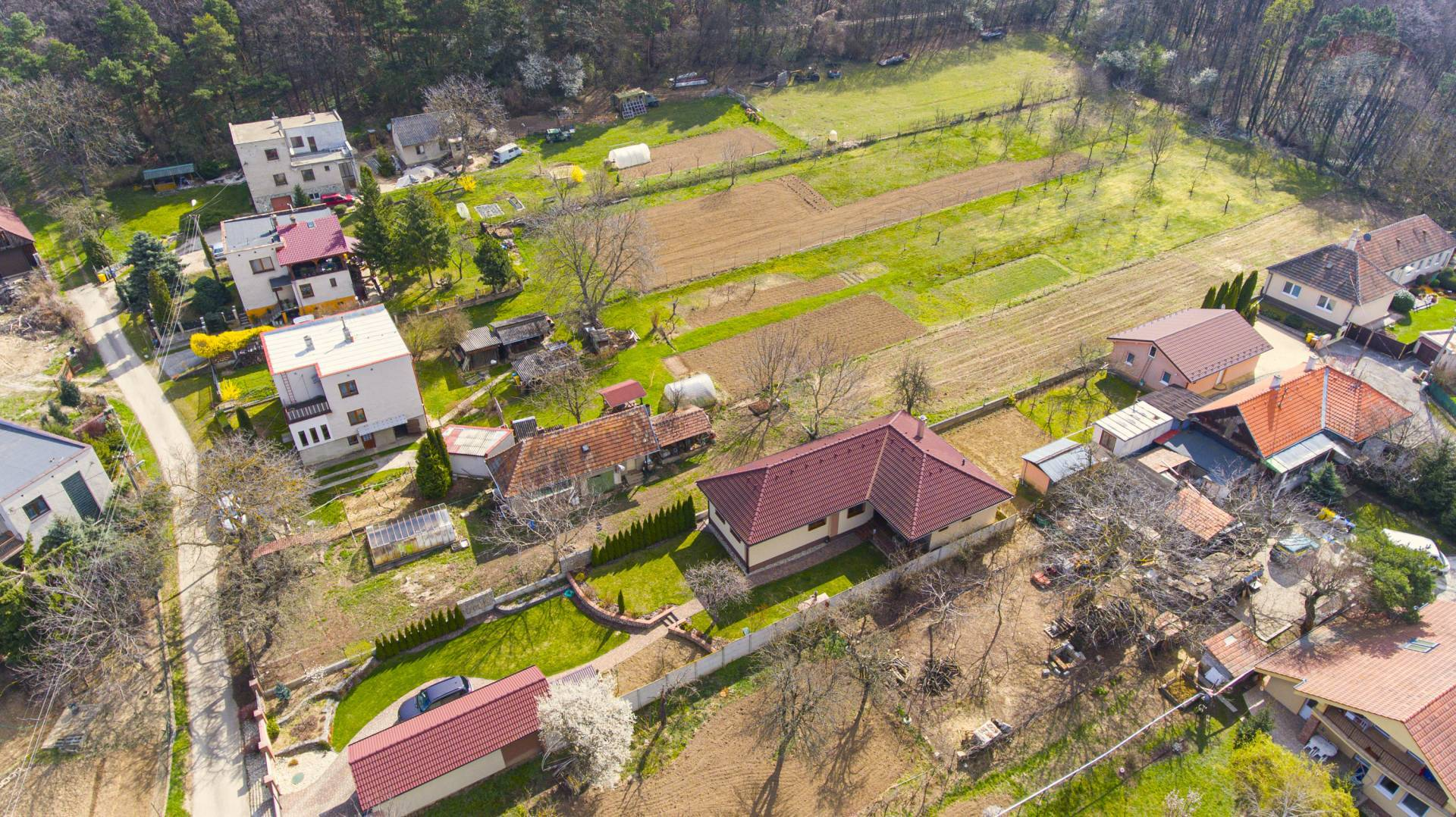 Predaj pozemku 1712 m2, Podhorany -