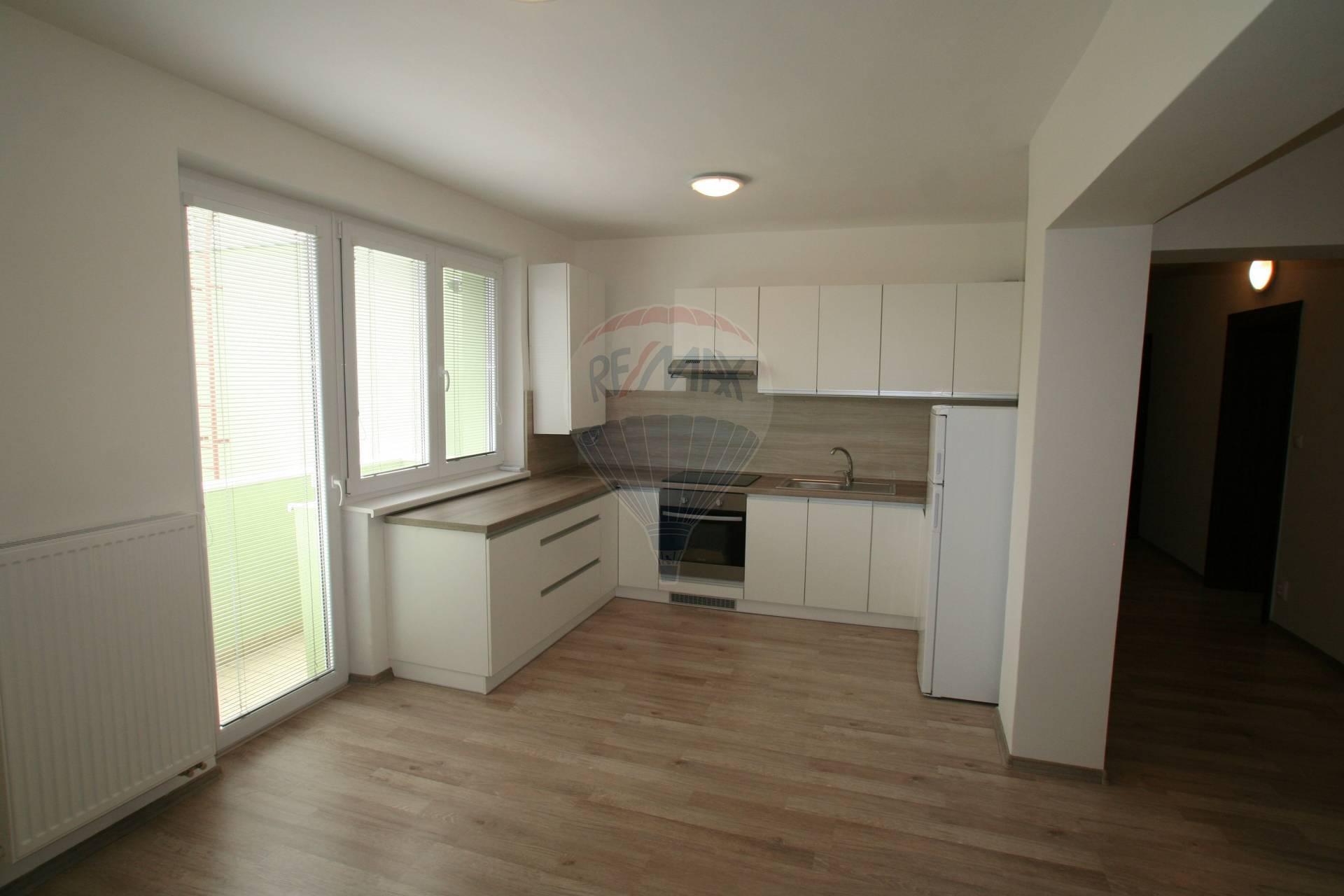 Na prenájom nový 3 izbový byt vblízkosti kúpeľov Piešťany.