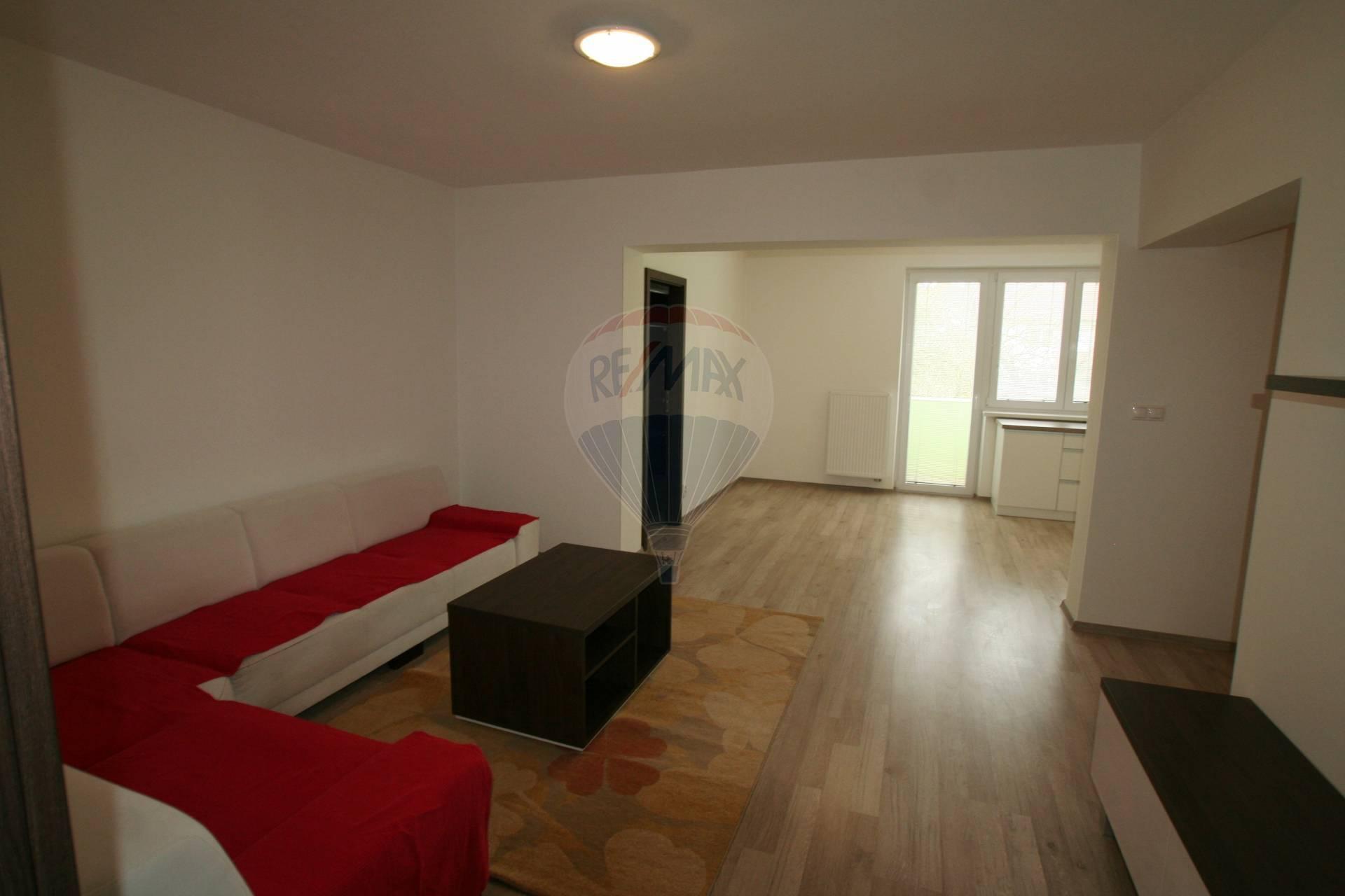 Prenájom bytu (3 izbový) 83 m2, Banka -