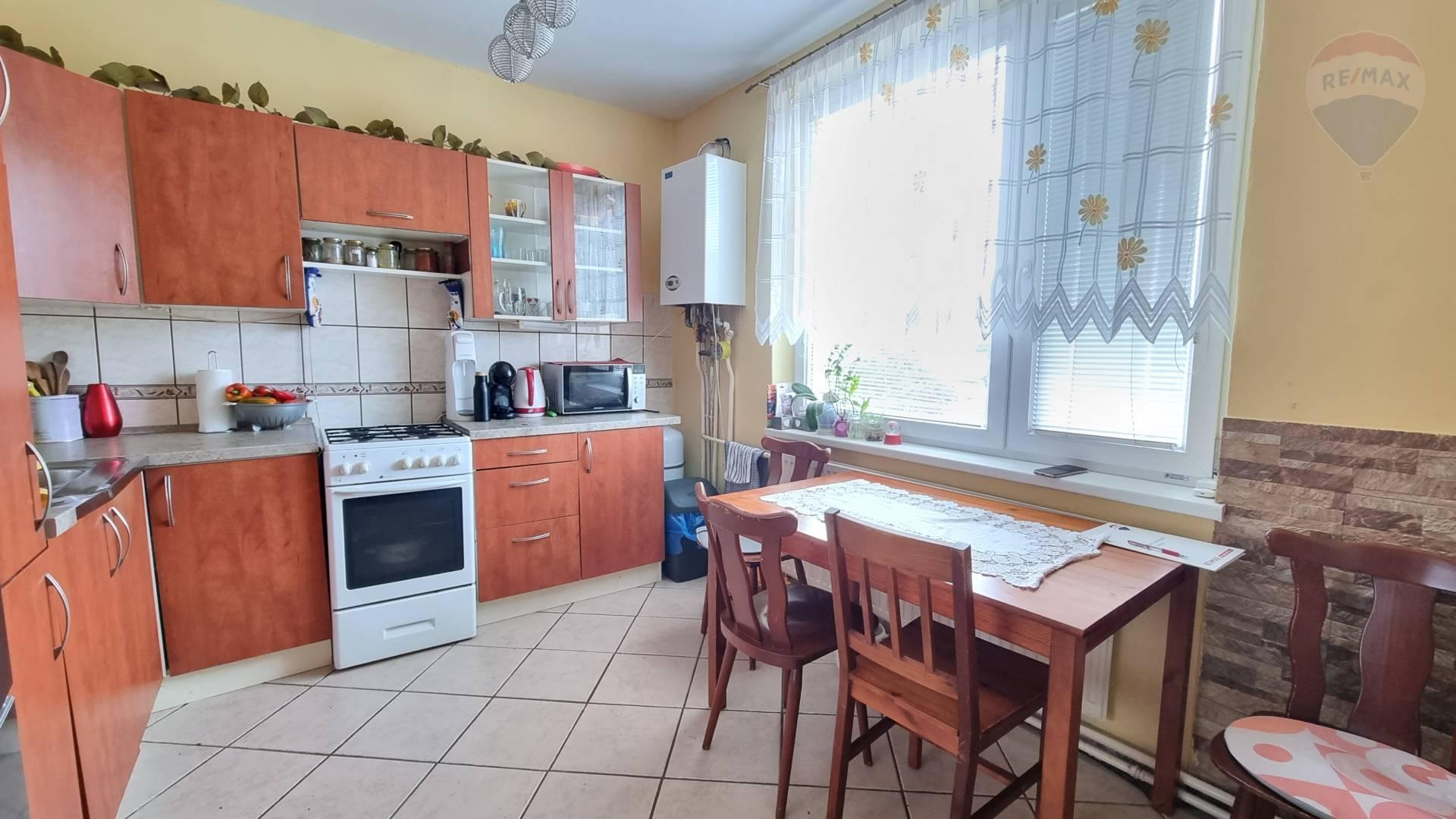 Predám 3 izbový byt, balkón, pivnica, KRTOVCE