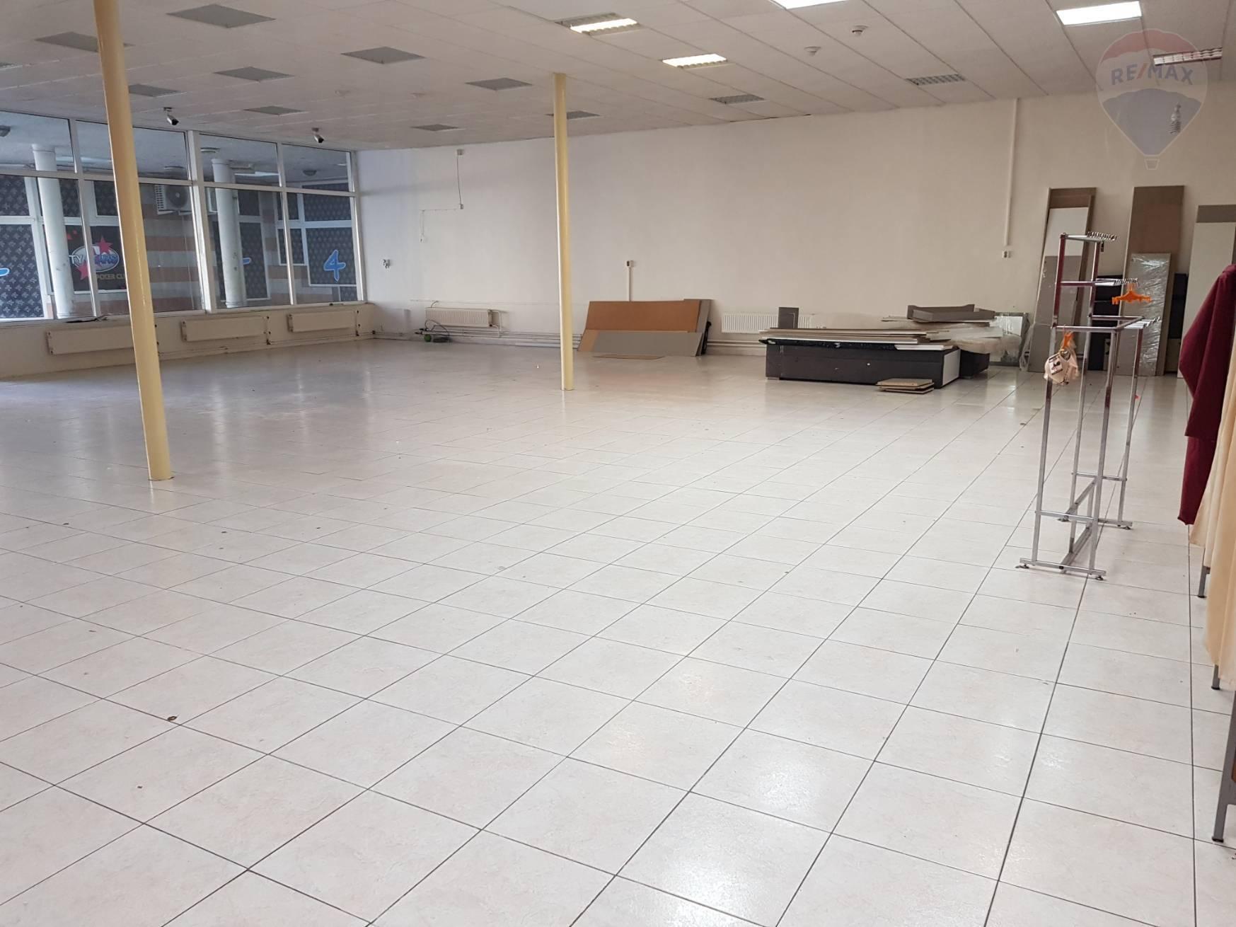 Na prenájom obchodný priestor, 280 m2, parkovacie miesto, nakladacia rampa, centrum  Dunajská Streda