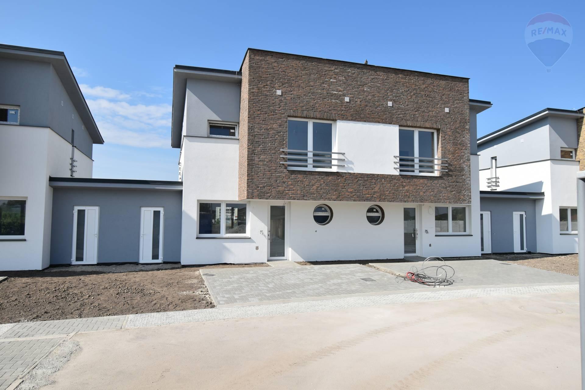 Predaj: Rodinný dom s 2-mi bytovými jednotkami, Dunajská Streda, 4 izby, 93,10 m2 ÚP