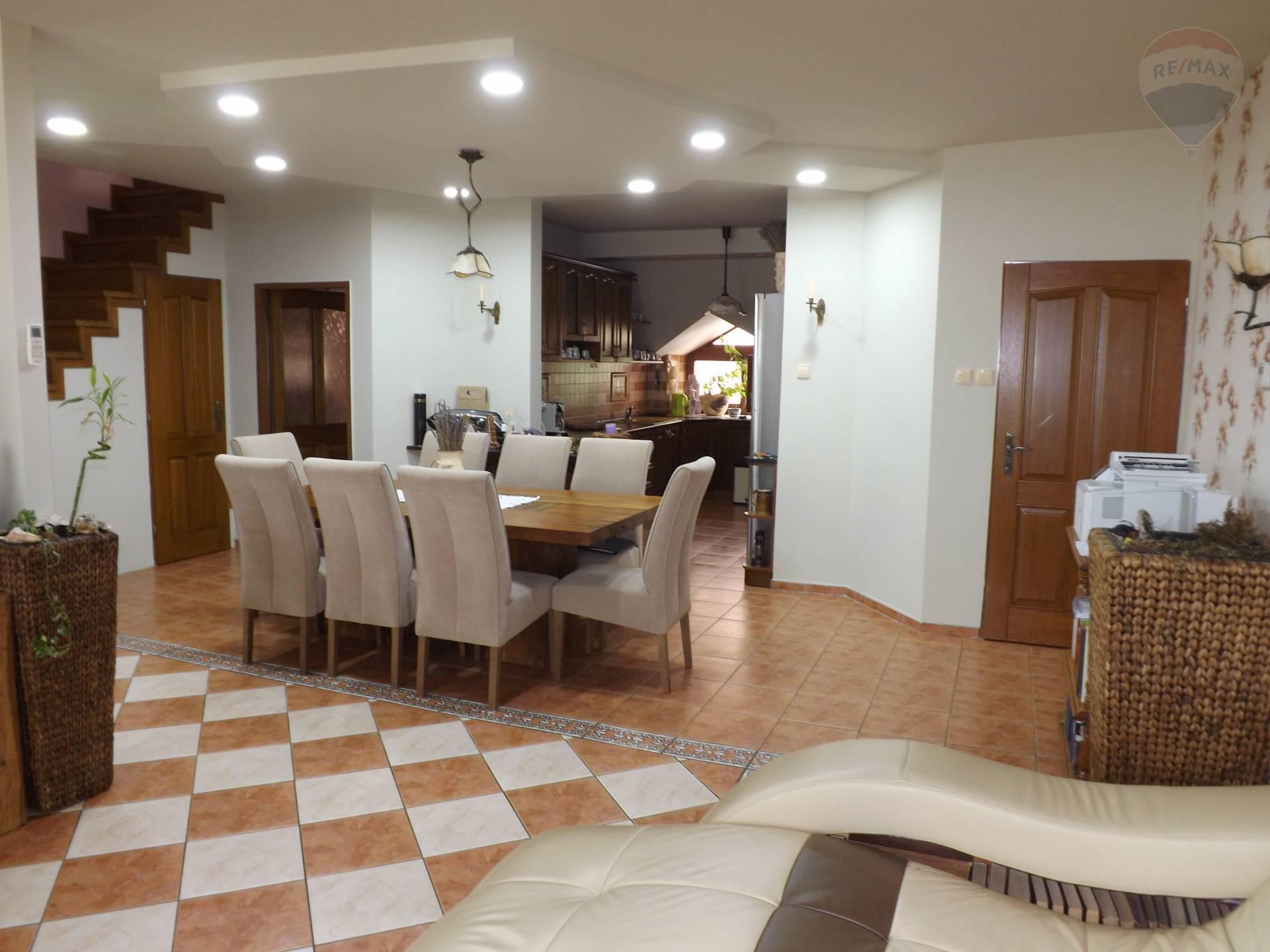 Na prenájom 3 izbový byt, 120 m2, parkovacie miesto, Veľký Meder