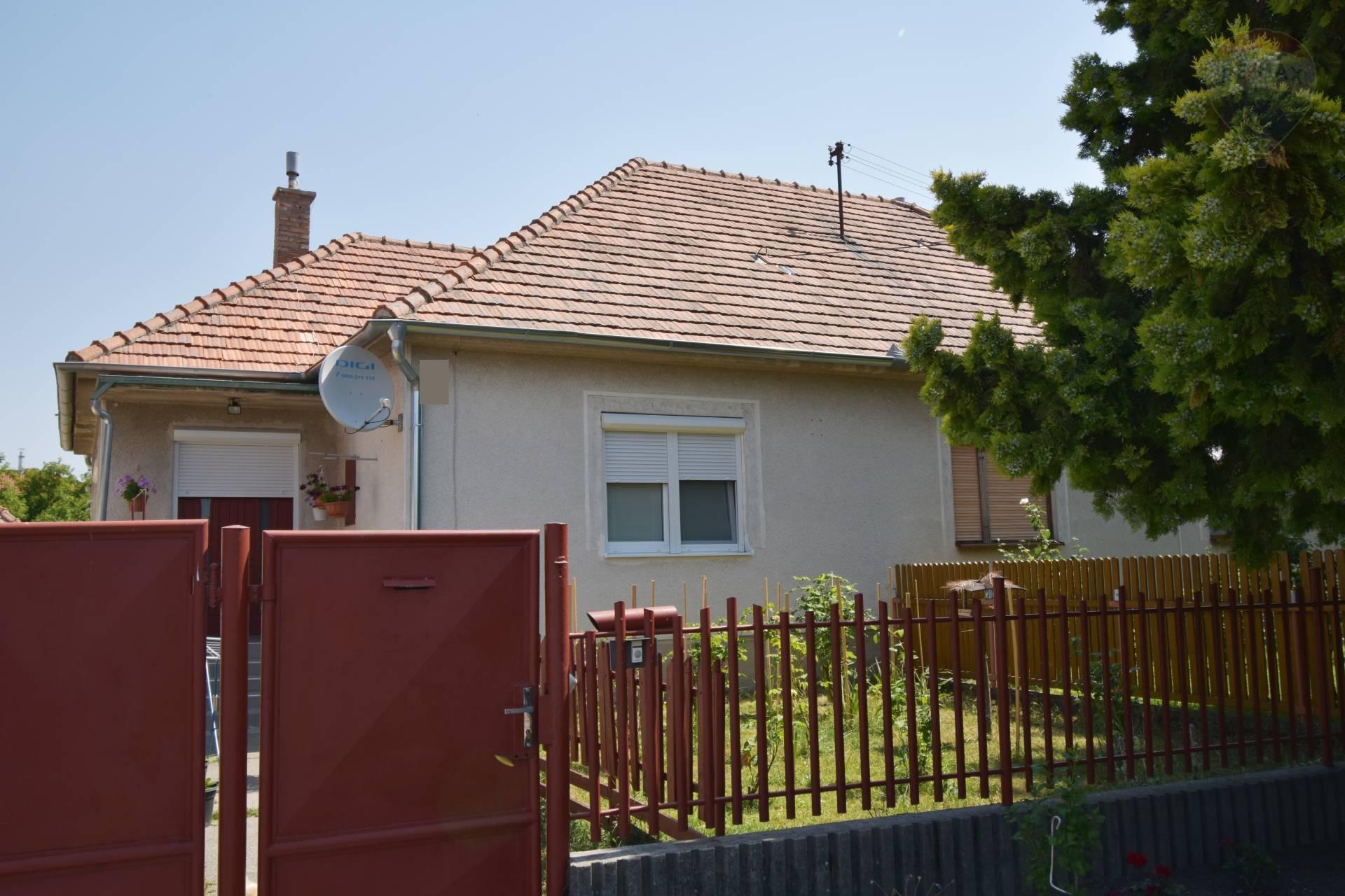 Na predaj 2 izbový rodinný dom, pozemok 659 m2, čiastočná rekonštrukcia, Zemianska Olča