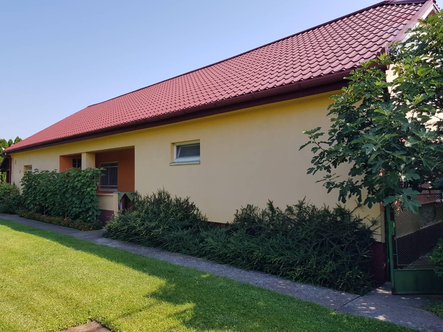 Na predaj rodinný dom, vedľajšia budova, pozemok 1838 m2, Čiližská Radvaň