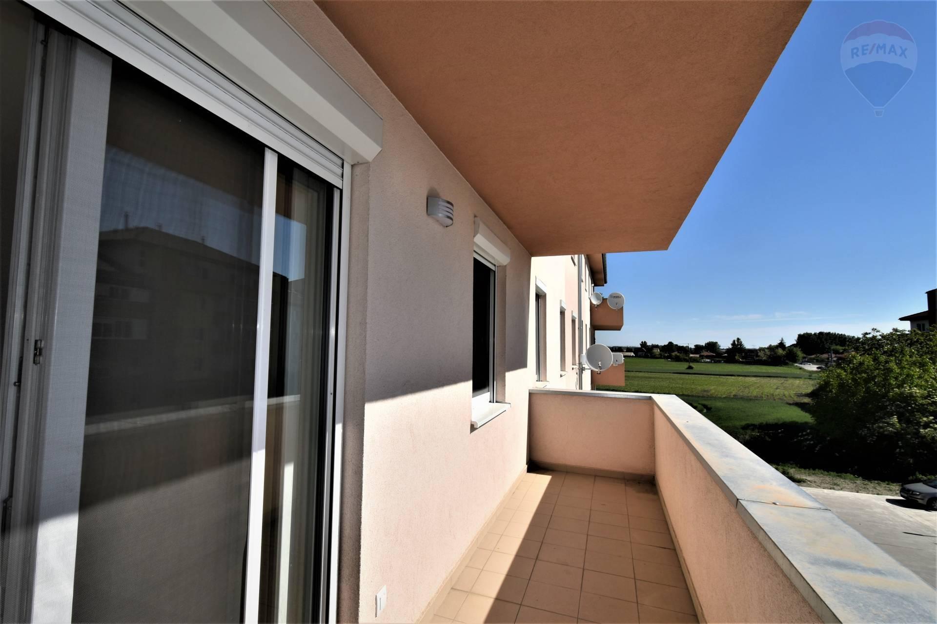 Prenájom: 3 izbový byt, Dunajská Streda, 55 m2, parkovacie miesto, Záhradnícka ulica