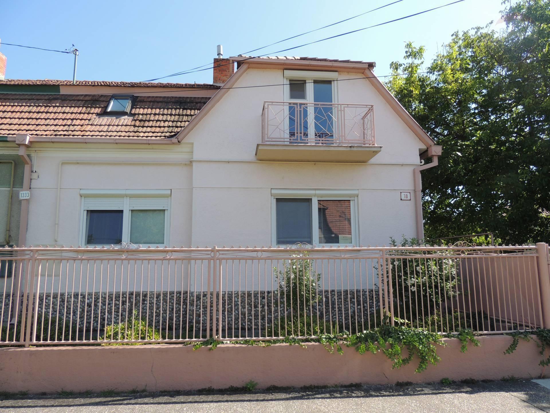 Na predaj: Rodinný dom, Apartmánový dom, garáž, Veľký Meder, termálne kúpalisko