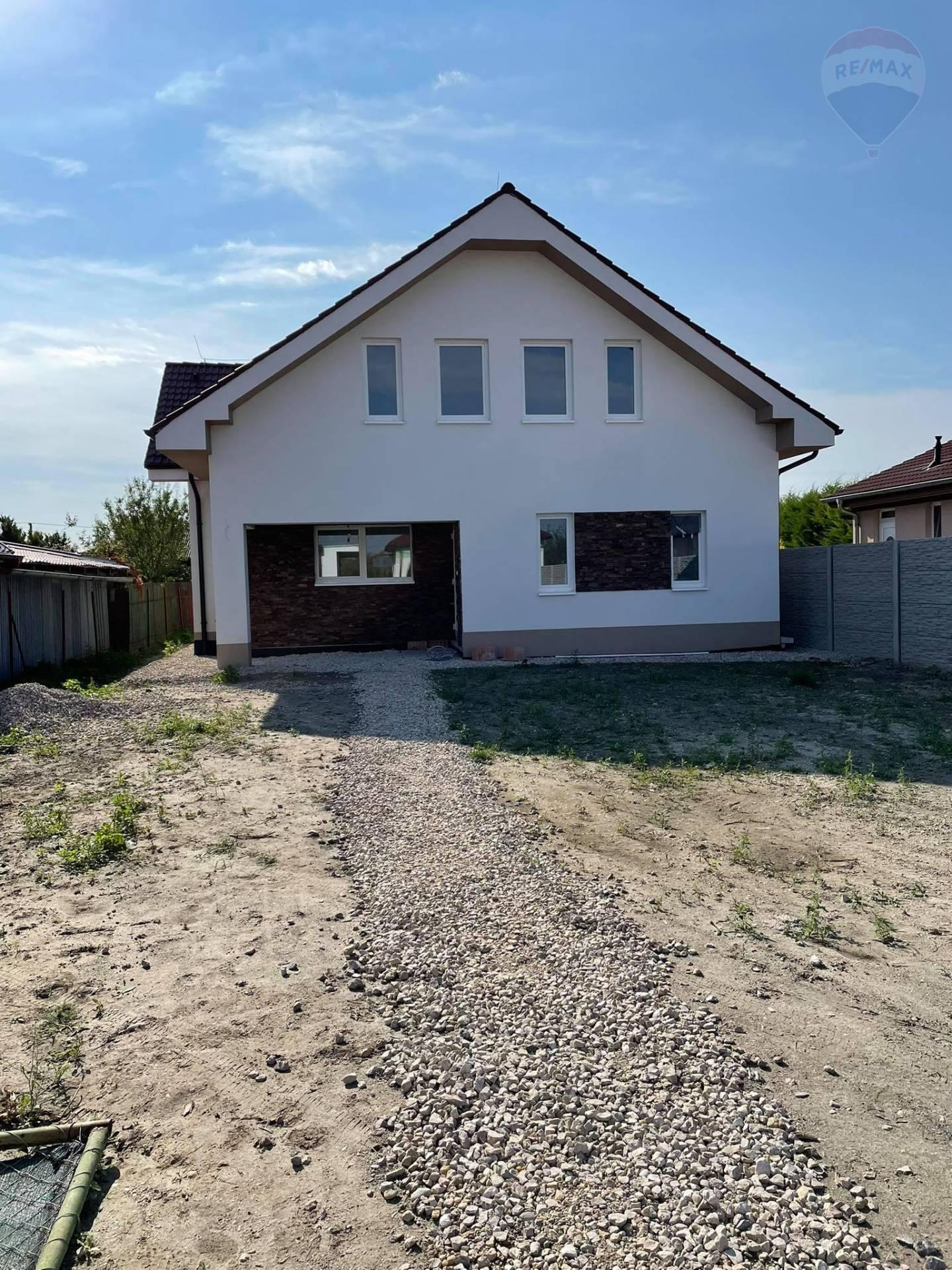 Predaj: 4 izbový rodinný dom -novostavba, priestranné miestnosti, garáž, 896m2 pozemok, Gabčíkovo