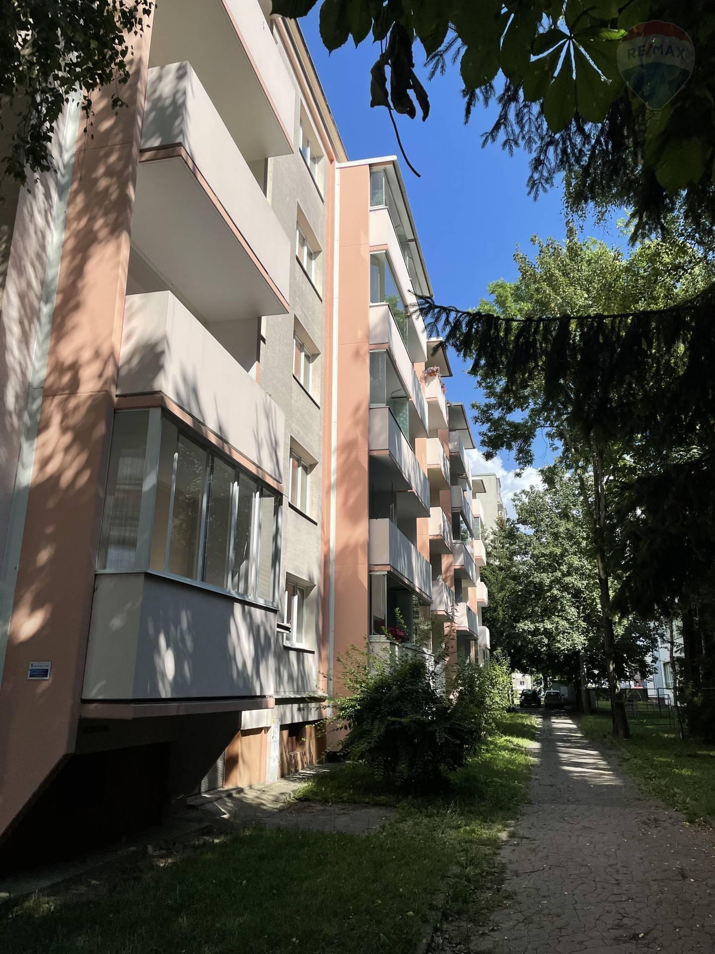 Prenájom 2 izbový byt centrum