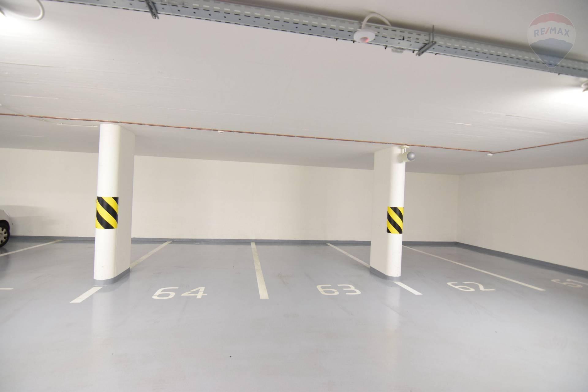 """Parkovacie miesta v podzemnej garáži v centre, """"Pri Radnici"""""""