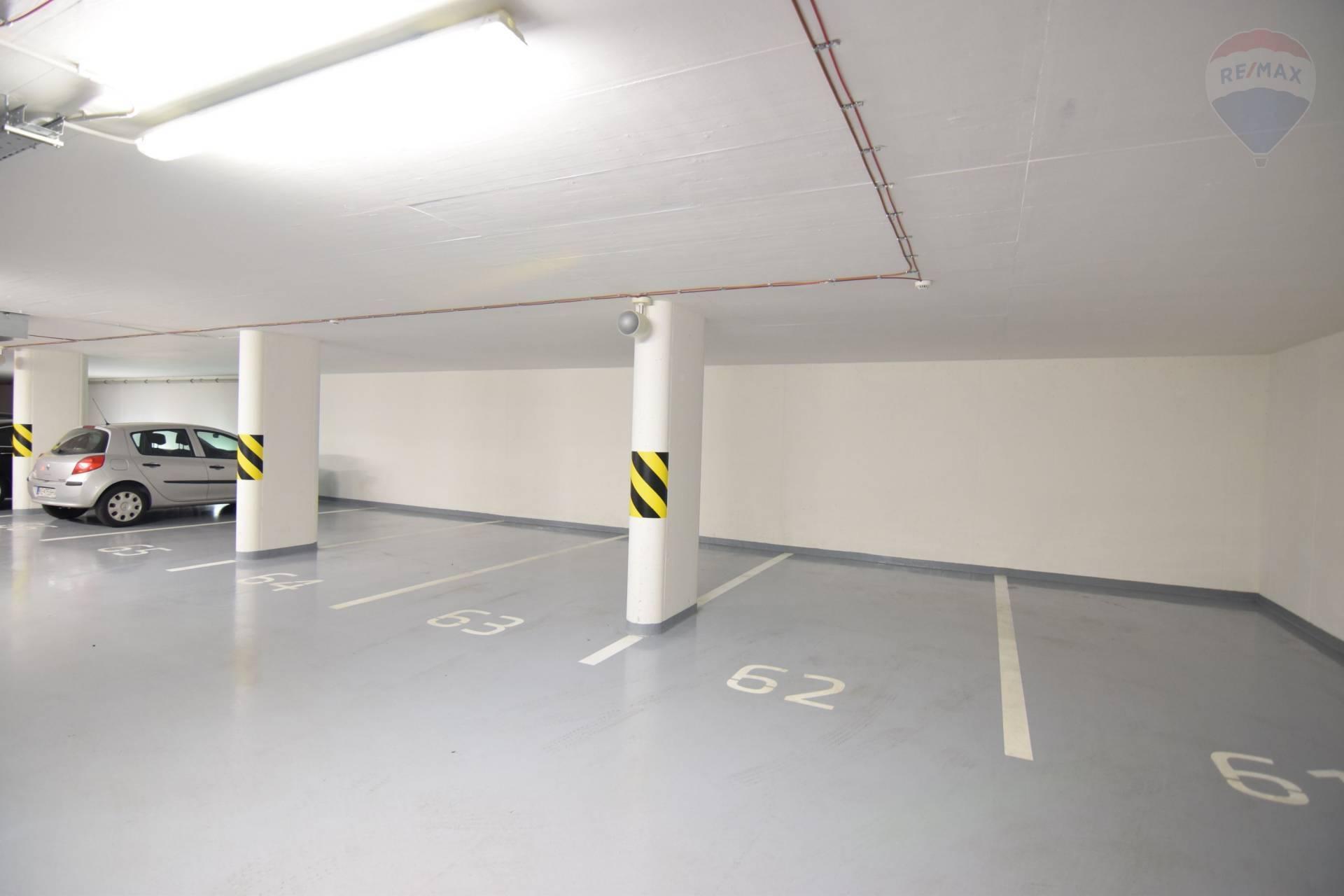 Prenájom garáže 12 m2, Košice - Staré Mesto - parkovacie miesto na prenajom