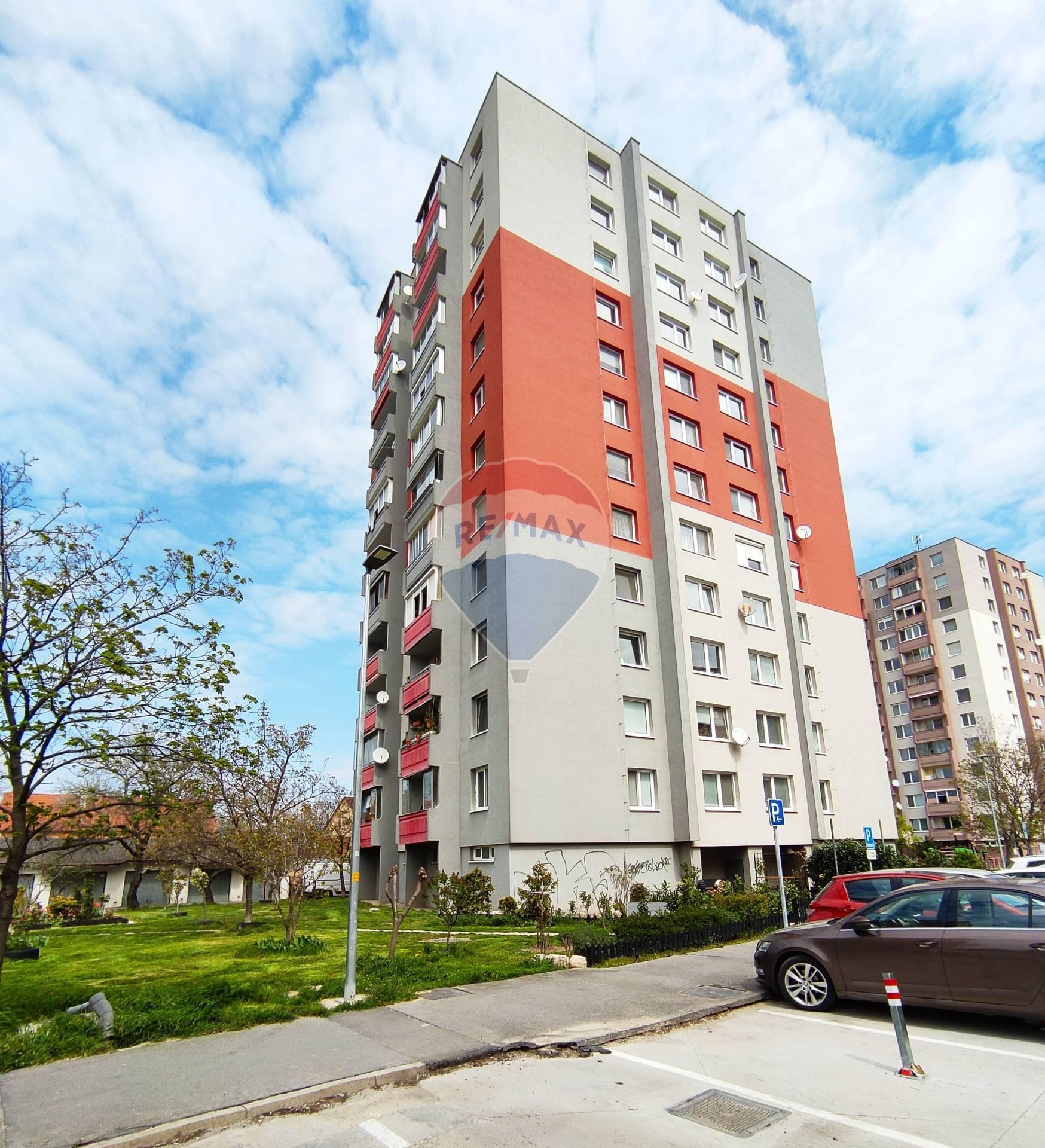 Predaj 3 izb. byt, 70,8 m2, lodžia 3,8m2, centrum - Jesenského ul., Senec