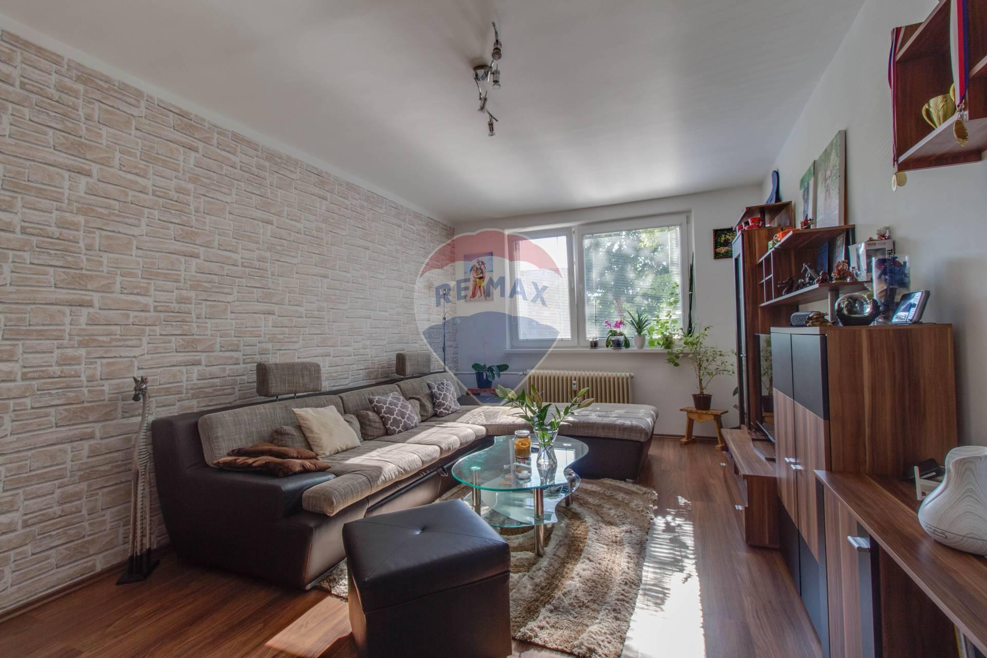 PREDAJ útulného 2-izbového bytu na Jánošíkovej ulici v Senci