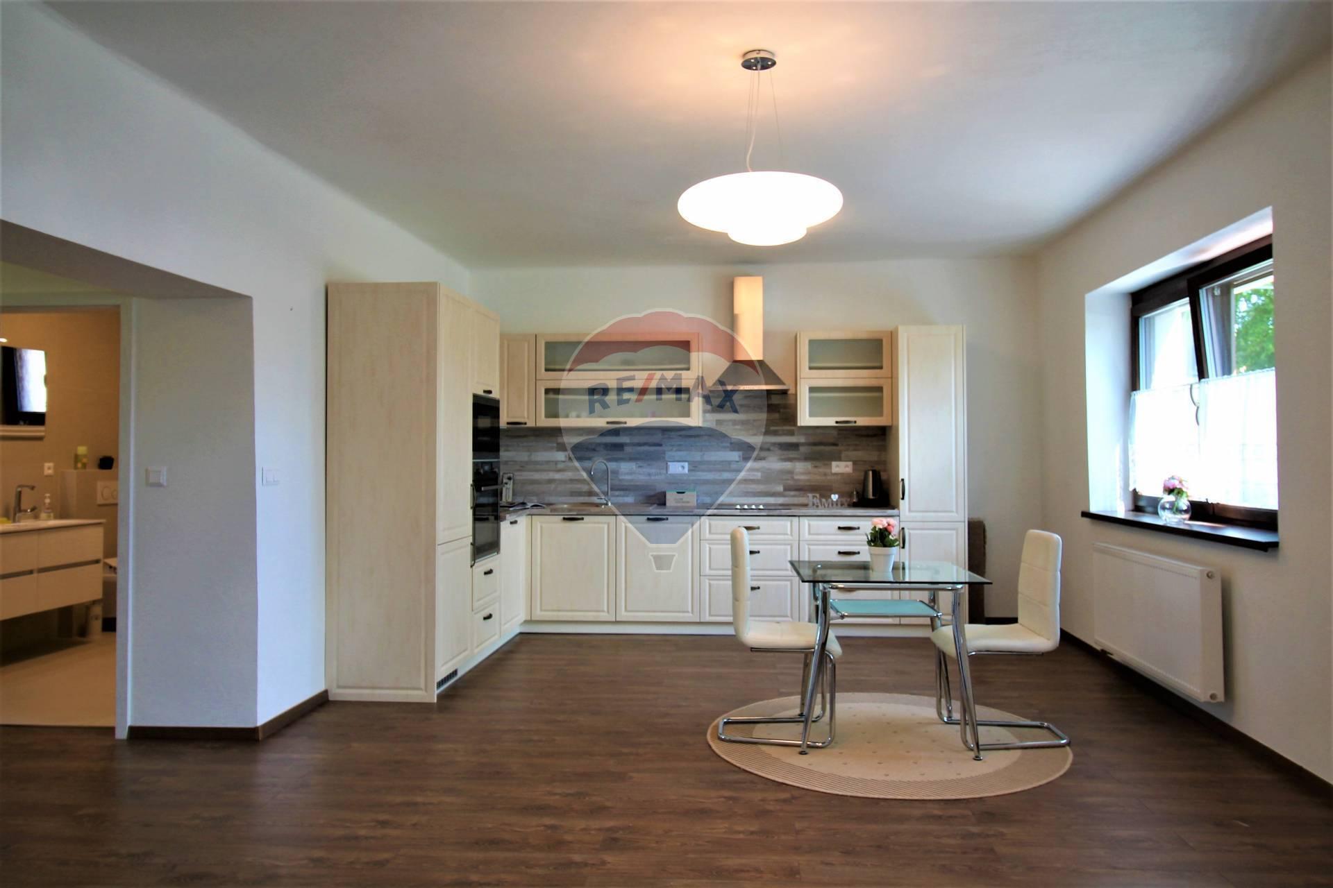 PRENÁJOM : 5 izbový rodinný dom, kompletná rekonštrukcia, pozemok 380 m2, Bernolákovo.
