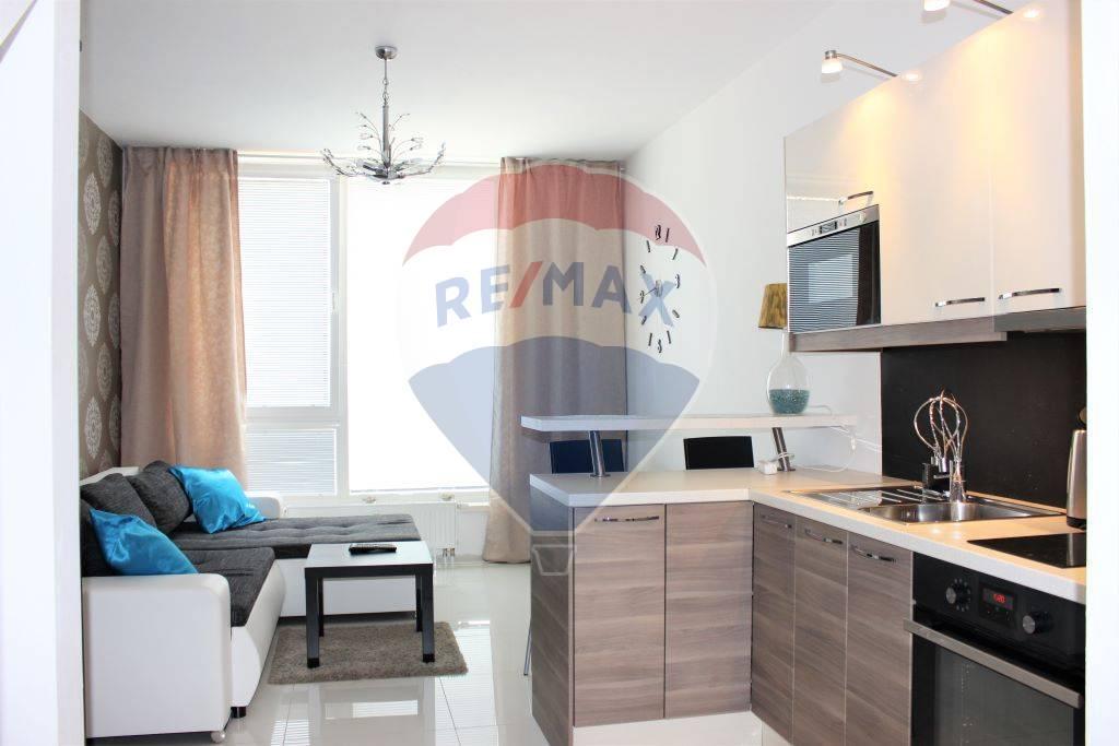 Predaj 2 izb. bytu, 46,5 m2, 8 m2 terasa, Senec, Novostavba, mezonet, zariadený, Turecká ul.
