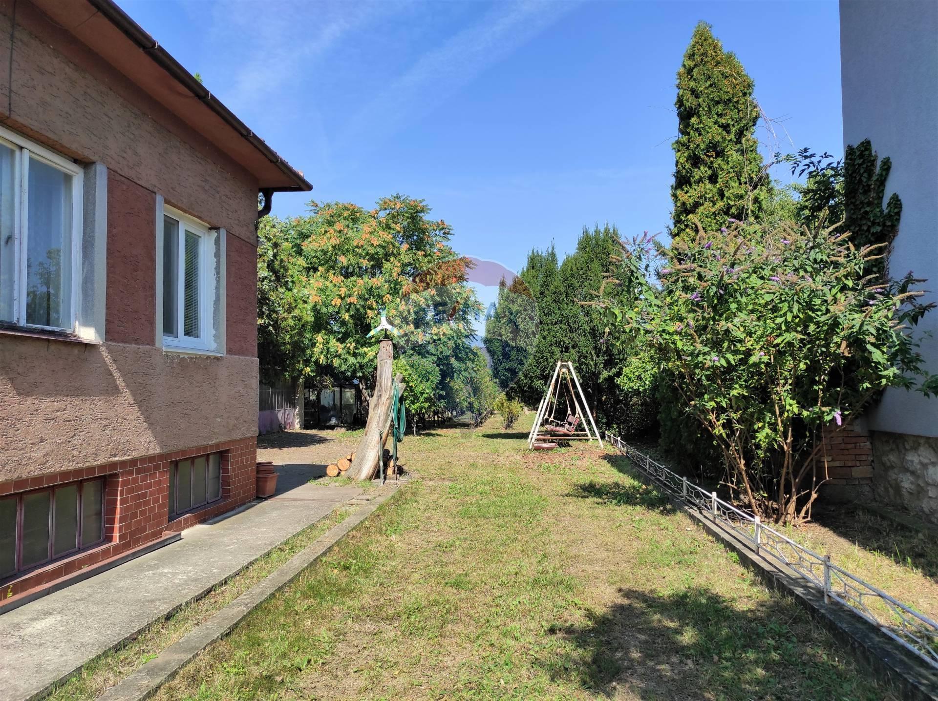 PREDAJ : Rodinný dom- pôvodný stav, pozemok 1031 m2, Letná ul., Senec