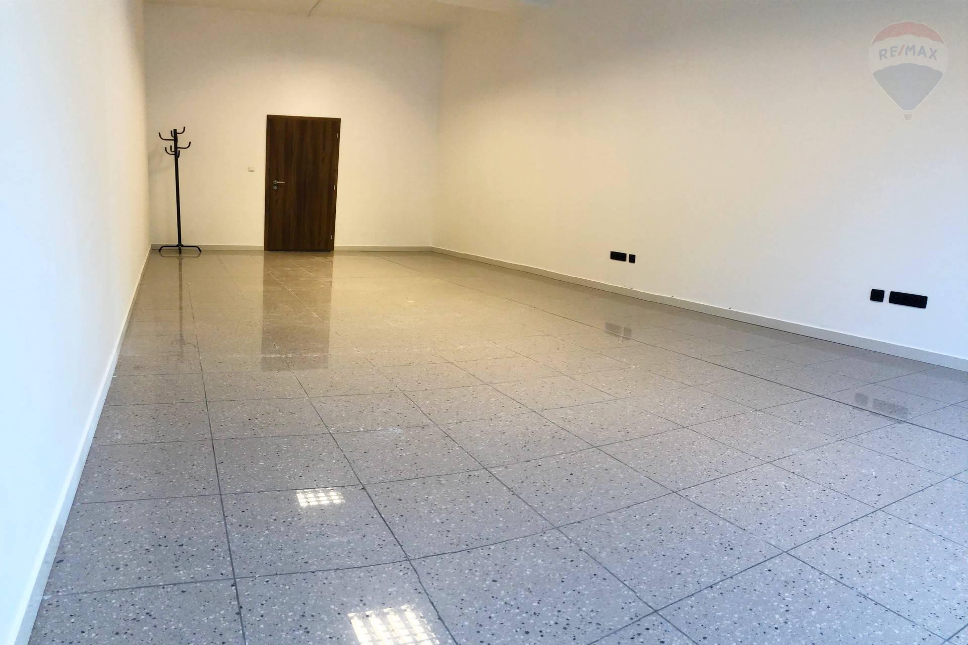 PRENÁJOM: Komerčné priestory (35m2) Banská Bystrica
