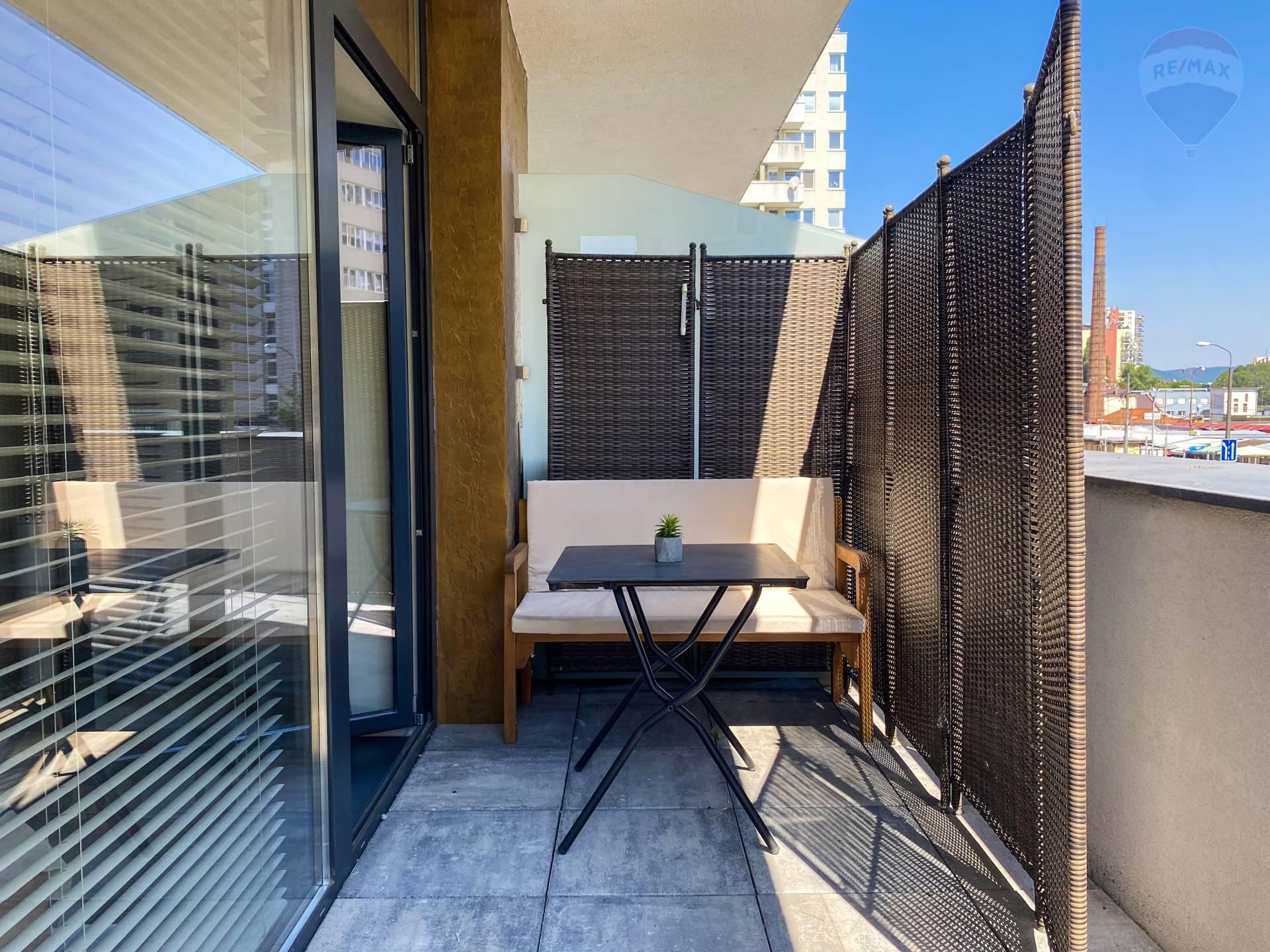 Predaj bytu (garsónka) 30 m2, Bratislava - Ružinov - Garsónka v centre mesta na Miletičovej 60 s 35m2 terasou
