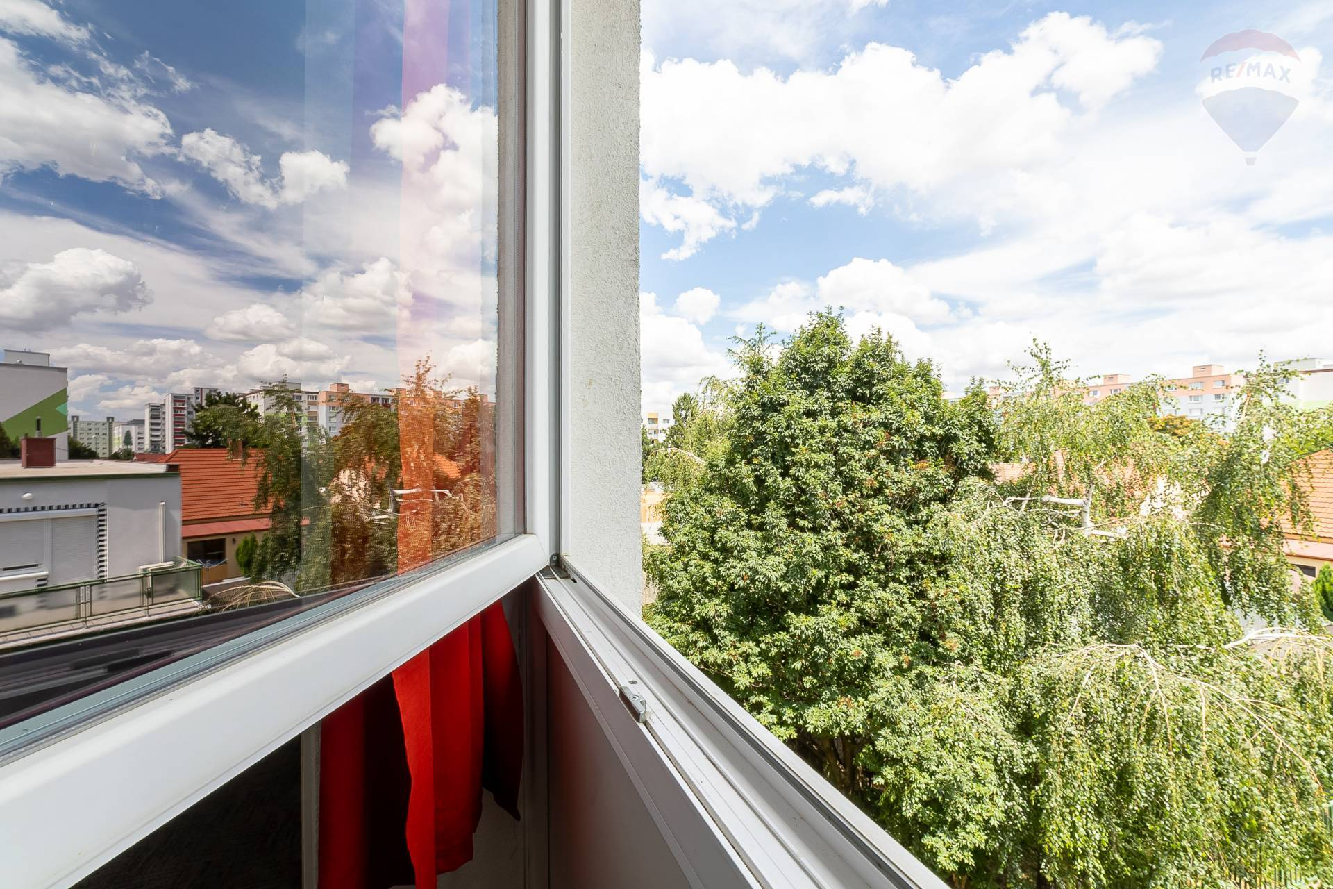 3 - izb byt na skvelom mieste - pôvodný stav, kvalitné nové okná, vzácna dispozícia - Estónska