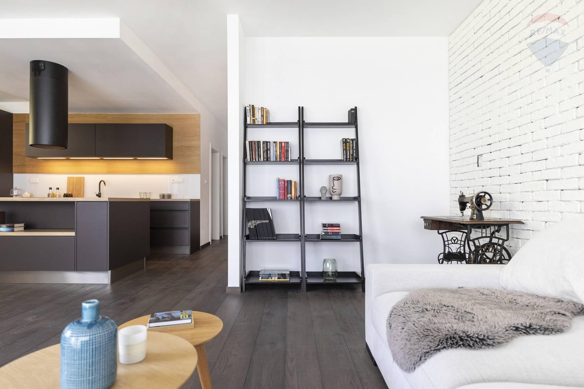 Prenájom bytu (4 izbový) 144 m2, Bratislava - Nové Mesto - PRENÁJOM: nadštandardný 4 izbový byt, ulica Pod Vtáčnikom, NOVOSTAVBA Park pod Kolibou