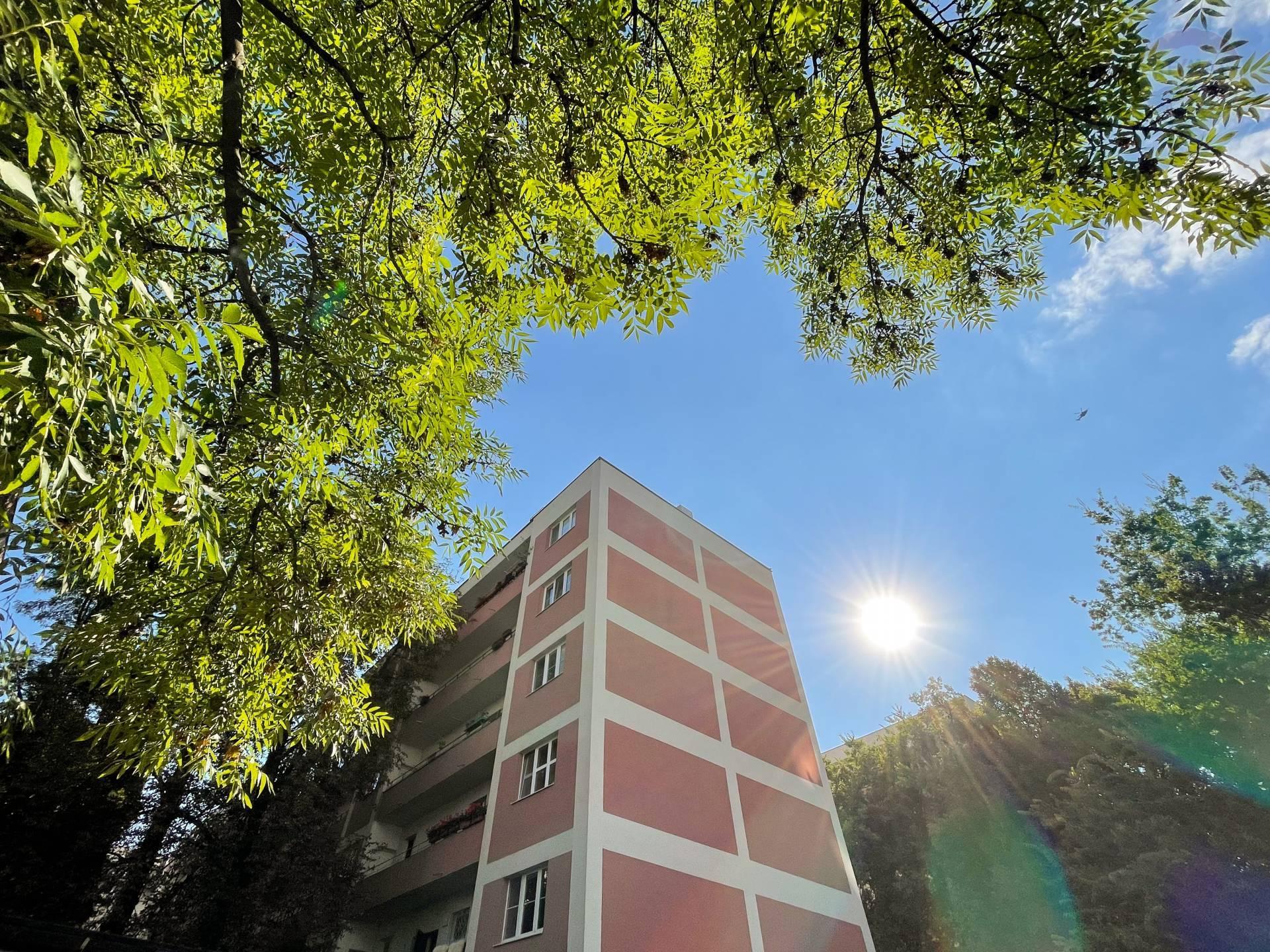 2 - izb byt po KOMPLETNEJ rekonštrukcii v tehlovom bytovom dome - 5 min do centra  - Šancová