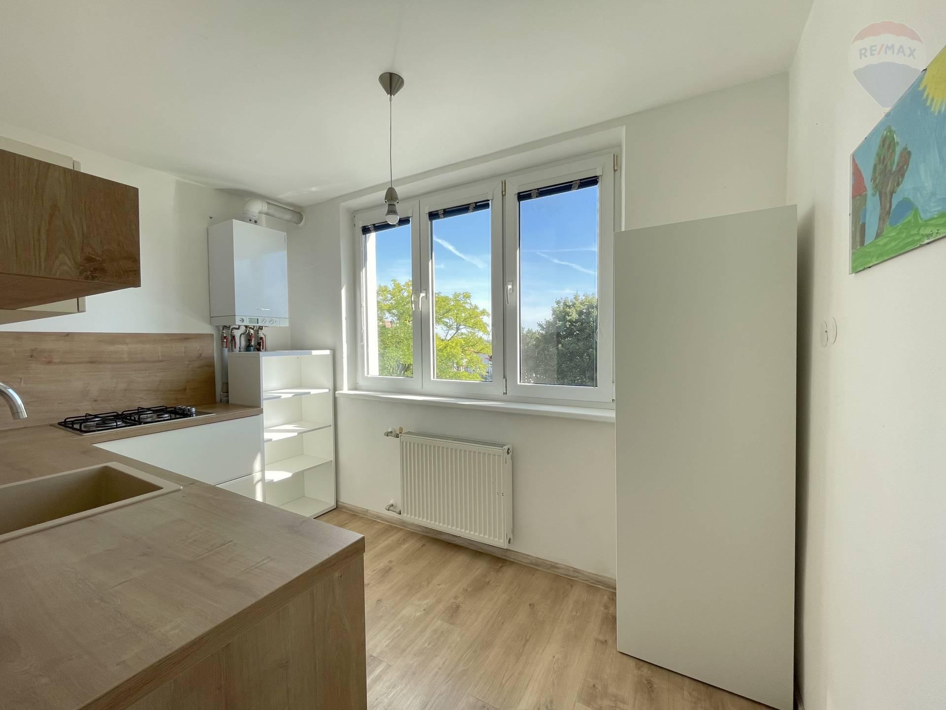 Na predaj 3 izbový byt na Družstevnej ulici v Bernolákove.
