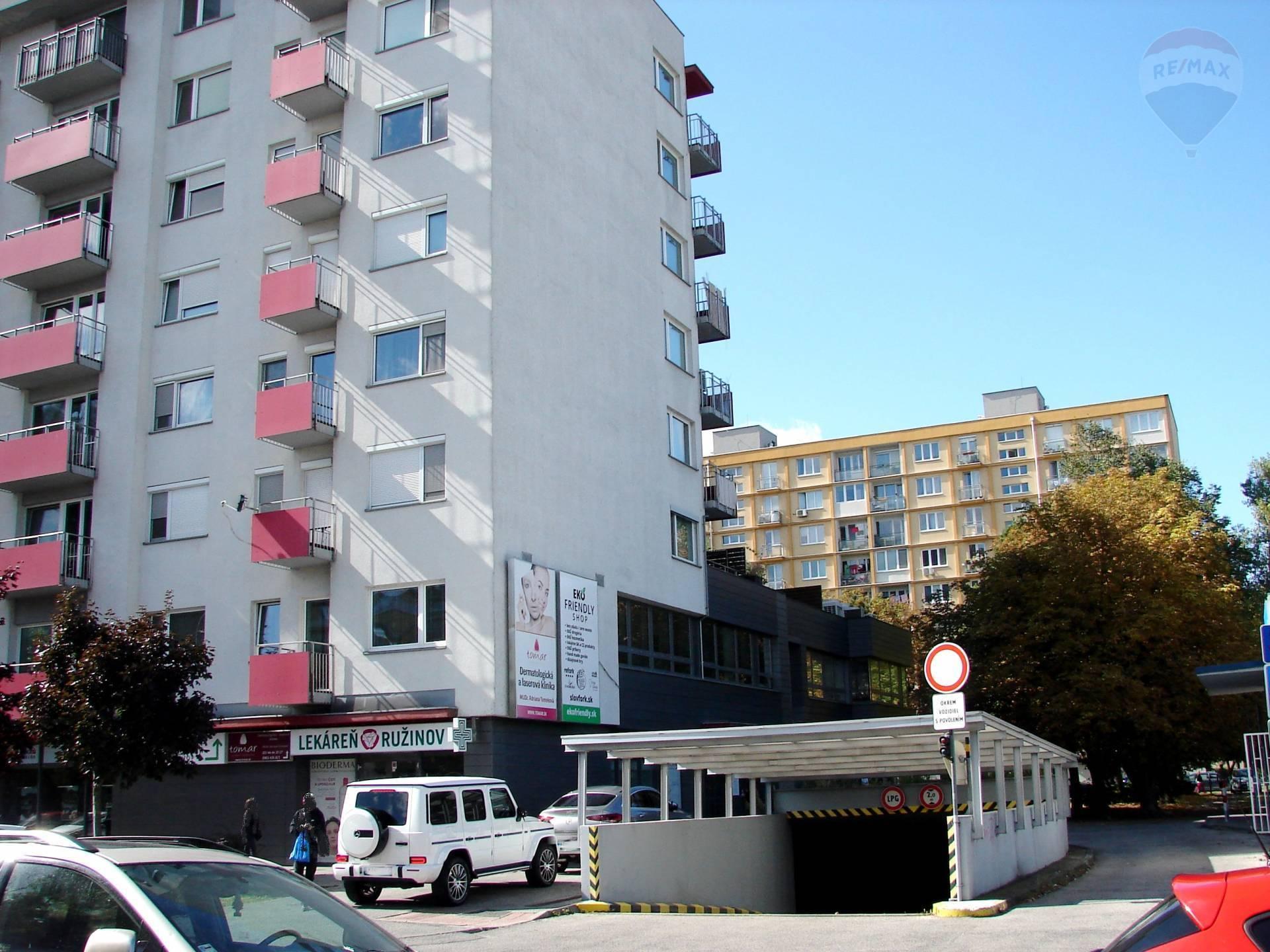 PRENÁJOM: parkovacie státie, Komárnická ulica, Ružinov