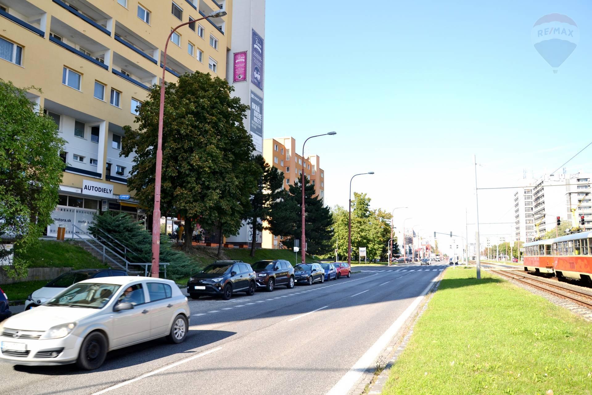 PRENÁJOM: obchodný priestor, Saratovská ulica, Dúbravka