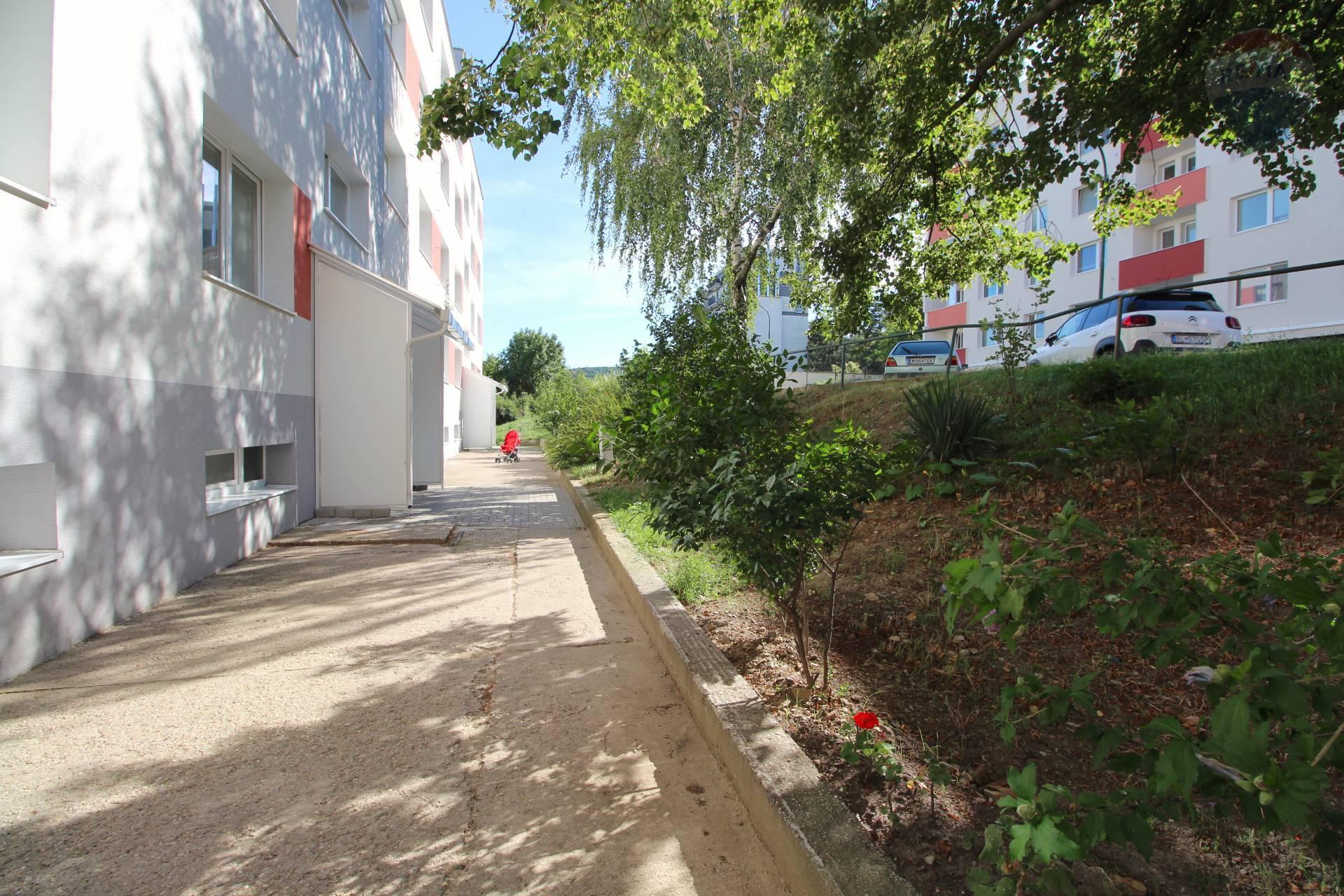 Na prenájom 2 izbový byt v Dúbravke, Tranovského ulica