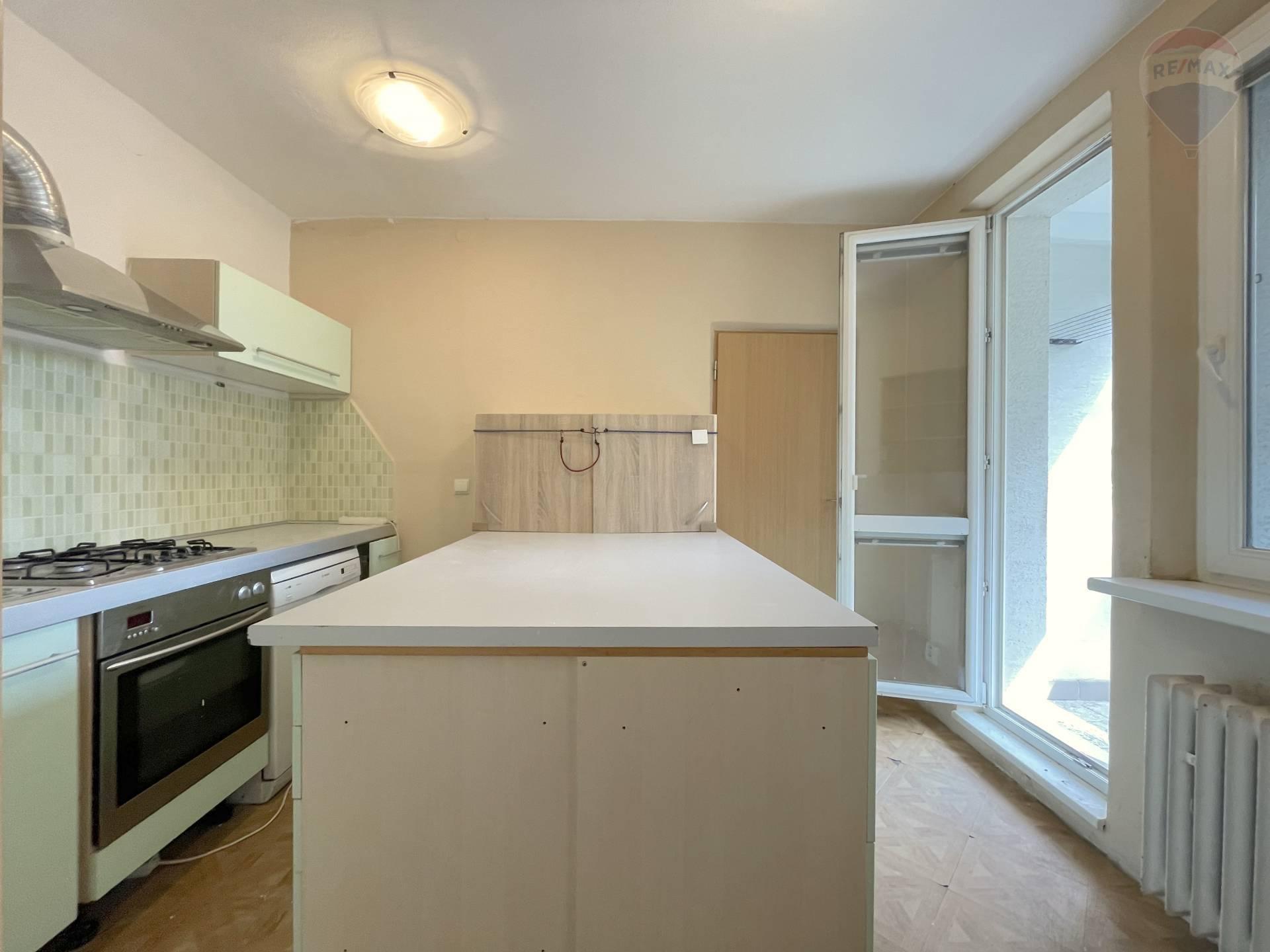 Predaj bytu (3 izbový) 71 m2, Bratislava - Karlova Ves -